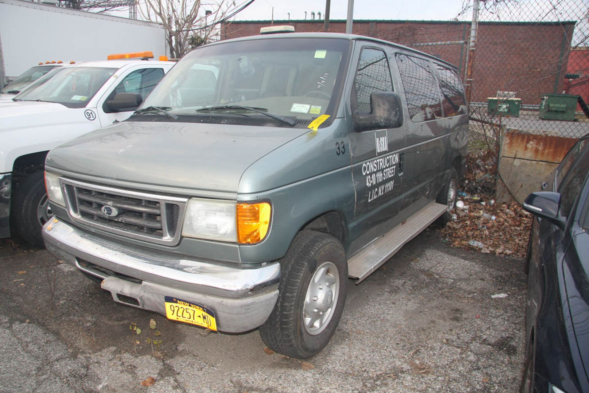 2006 FORD E-350 VAN, WITH WINDOWS, SIDE DOOR, AUTOMATIC, APPROXIMATELY 91,860 MILES, VIN: 1FBNE31L2 - Image 2 of 10