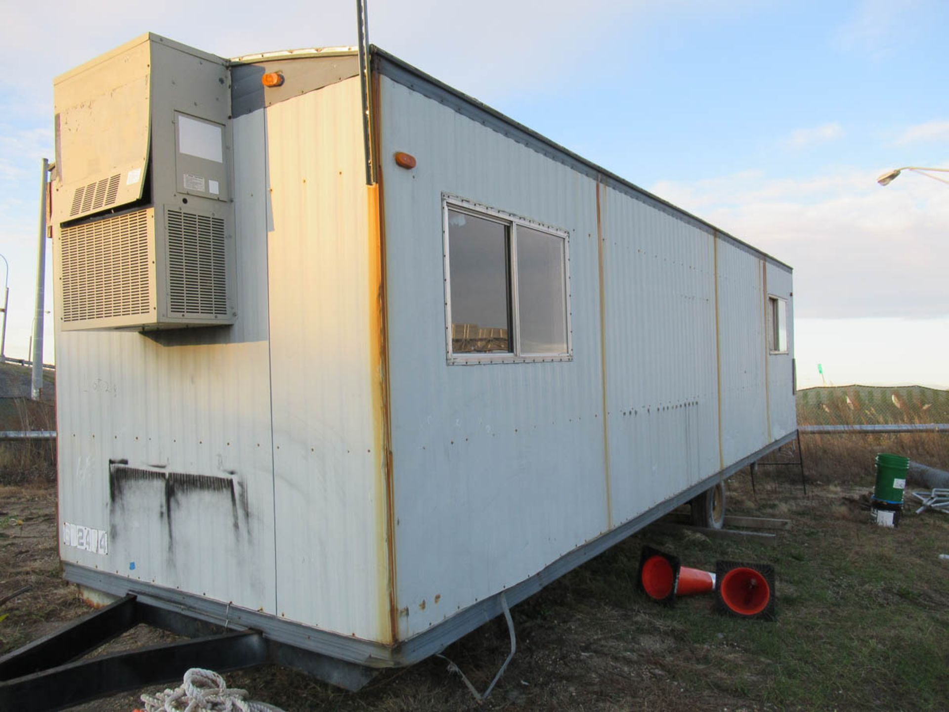 APPROXIMATELY 28' OFFICE TRAILER [LOCATED @ MARINE PARKWAY BRIDGE - QUEENS SIDE] - Image 4 of 9