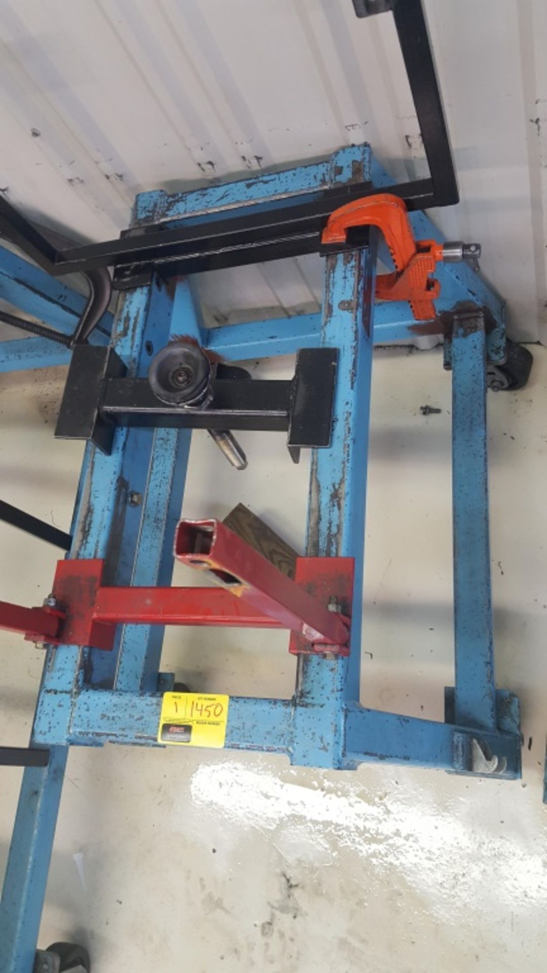 Lot 1450 - Blue Engine Stand w/Red Attachment