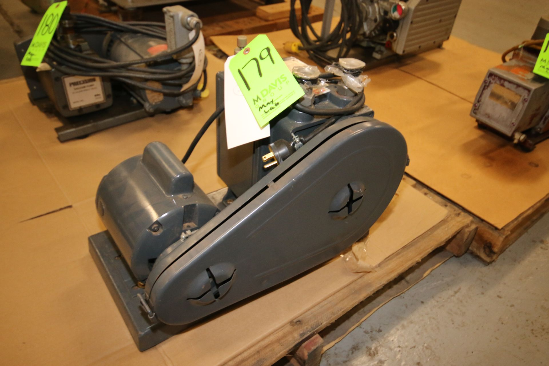 Lot 179 - Duo Seal 1/2 hp Vacuum Pump, M/N 1402, S/N 360190, 115/230 Volts, 1725 RPM