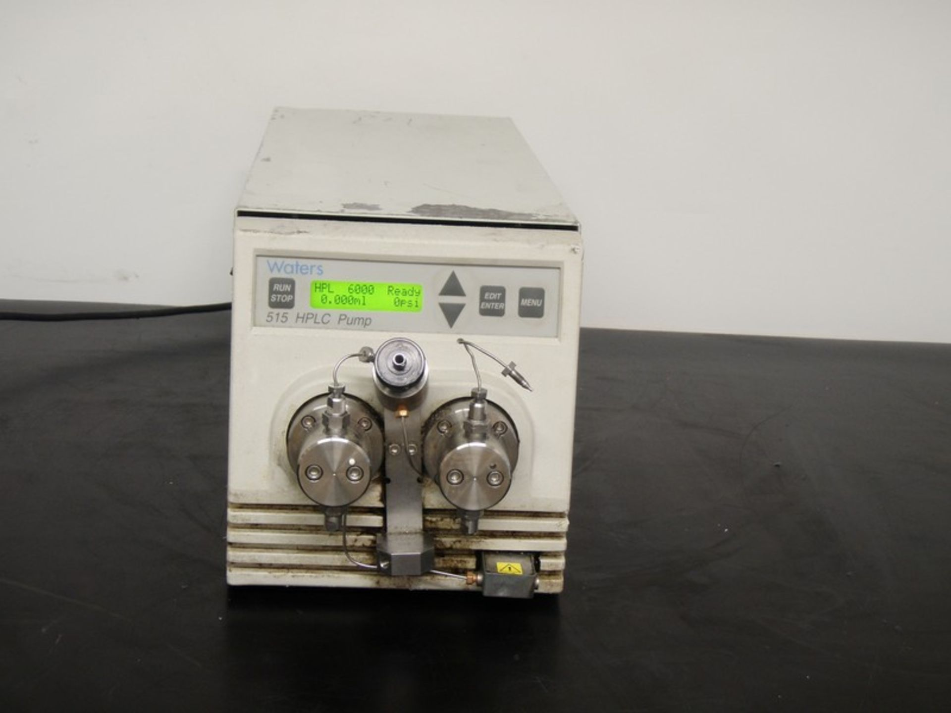 Lot 239 - Waters 515 HPLC Pump, Model WAT20700, S/N C08515 285A (NOTE: Pump Powers On)***Located in NC***