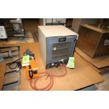 Lotto 70 - Hotpack Vacuum Oven with 1/2 hp Vacuum Pump, 115 Volts ***Located in MDG Auction Showroom--