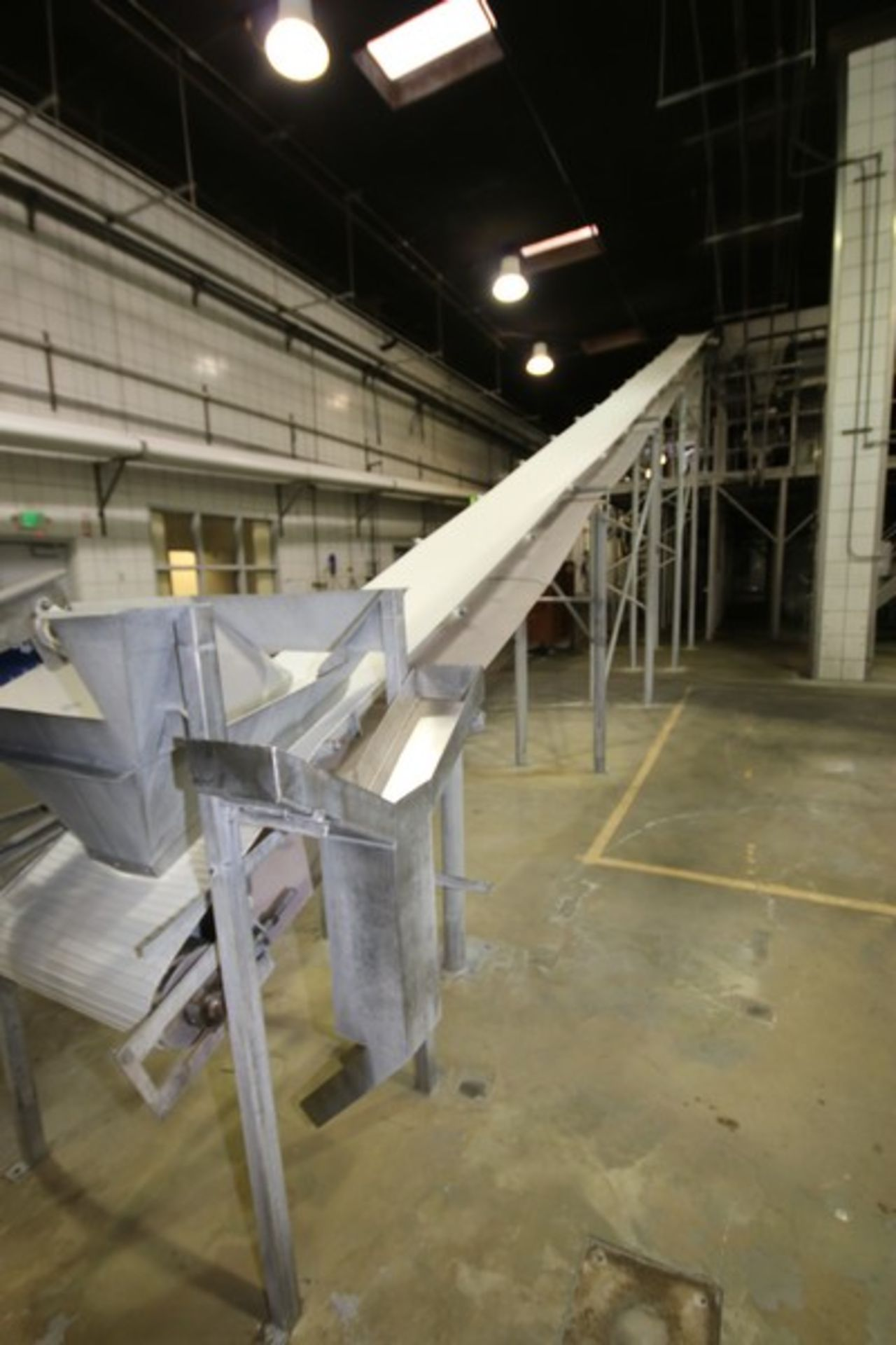 """Lot 25 - Key V-Shape Incline Feed Conveyor, with Cleated Vinyl Beat, Aprox. 24"""" W Belt, with Mounted S/S"""