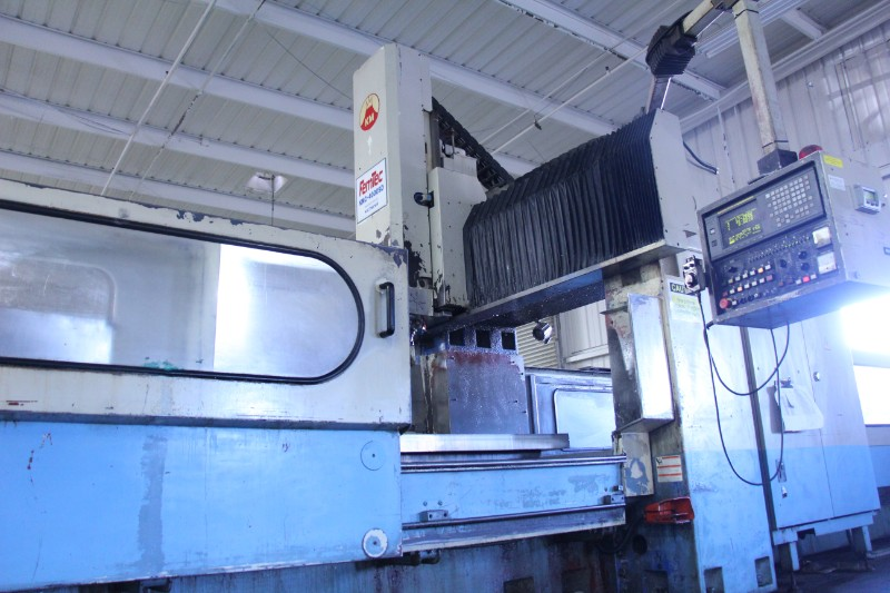 "Lot 1 - Kao-Ming KMC-4000SD CNC Bridge Type Vertical Machining Center, Fanuc 18MC control, 166.5"" x 55"" x"