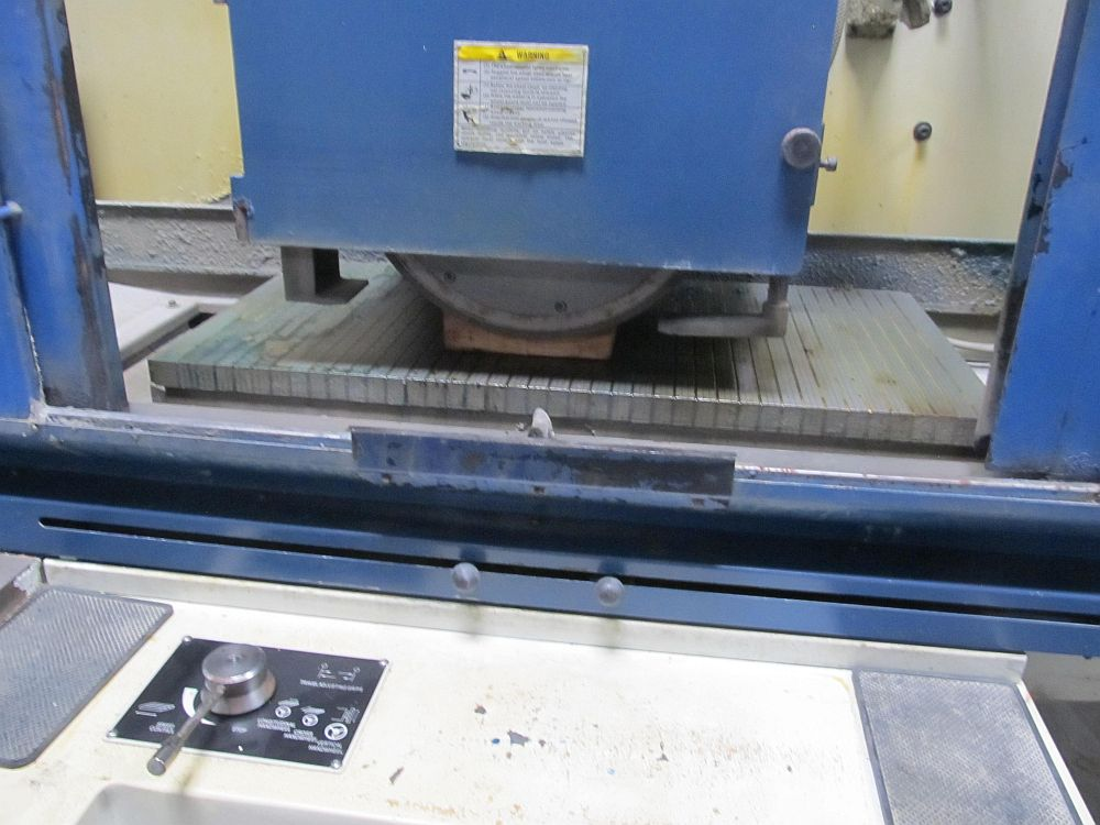 "Lot 22 - 16"" x 32"" Kent KGS-84AHD Automatic Surface Grinder, 3 axis auto, DRO, electro-magnetic chuck"