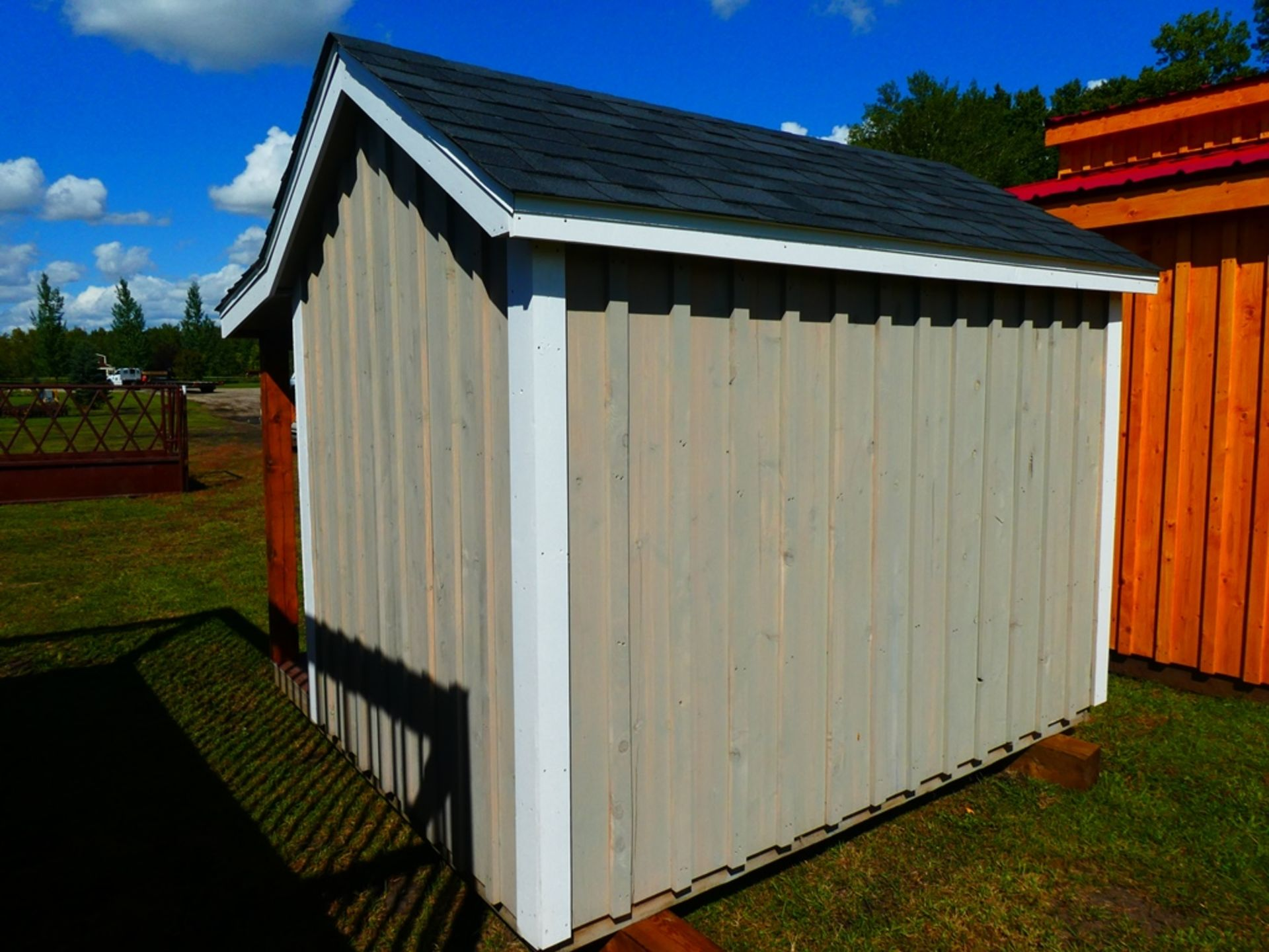 HAND CRAFTED 8'X8' PLAY HOUSE - Image 2 of 4