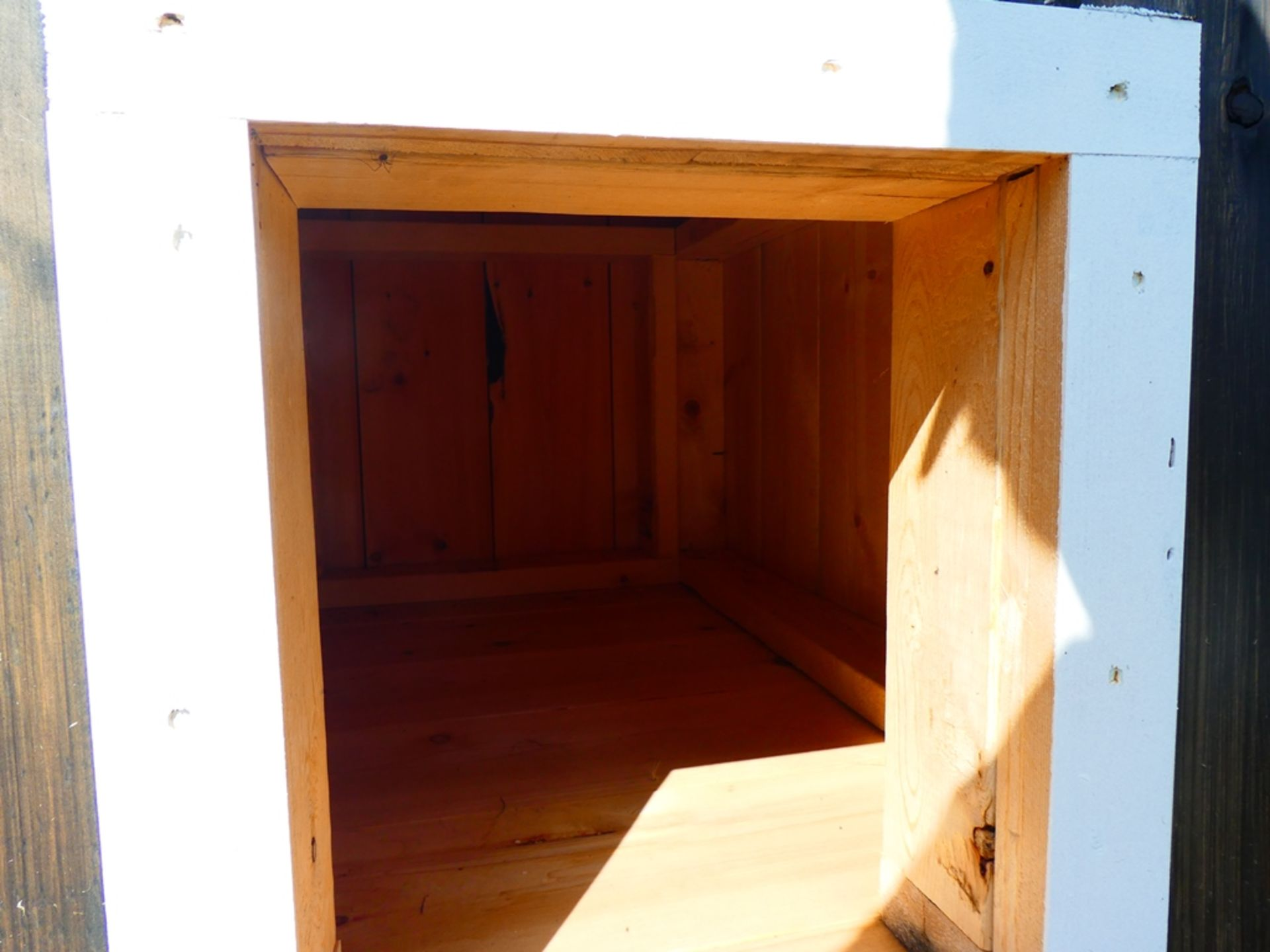 """30""""X40"""" DOG HOUSE - NOT INSULATED - Image 3 of 4"""