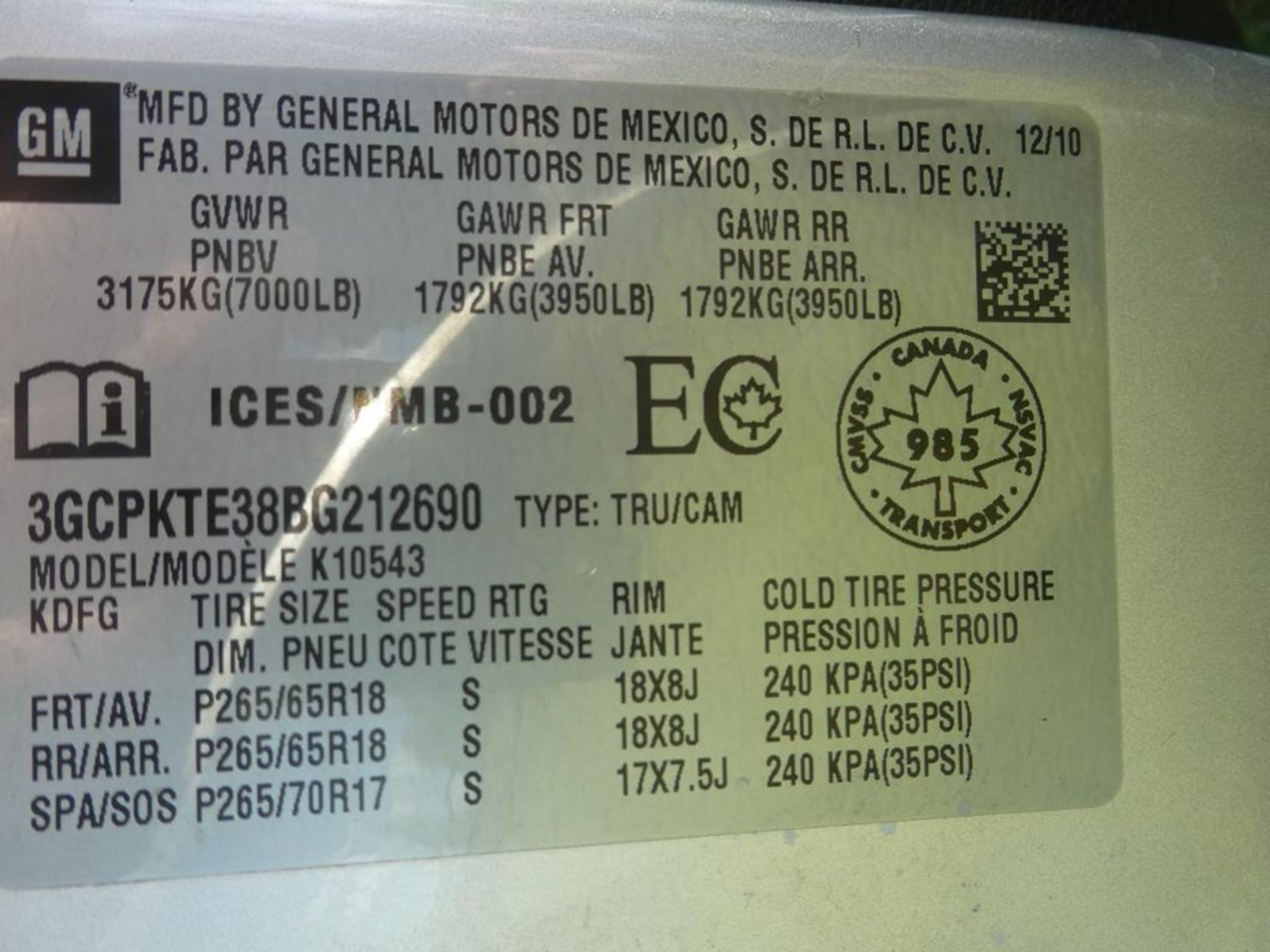 Lot 176 - 2011 Chevrolet SILVERADO Z71 CREW CAB SB 4X4 TRUCK VIN: 3GCPKTE38BG212690Engine: 5.3LColor: