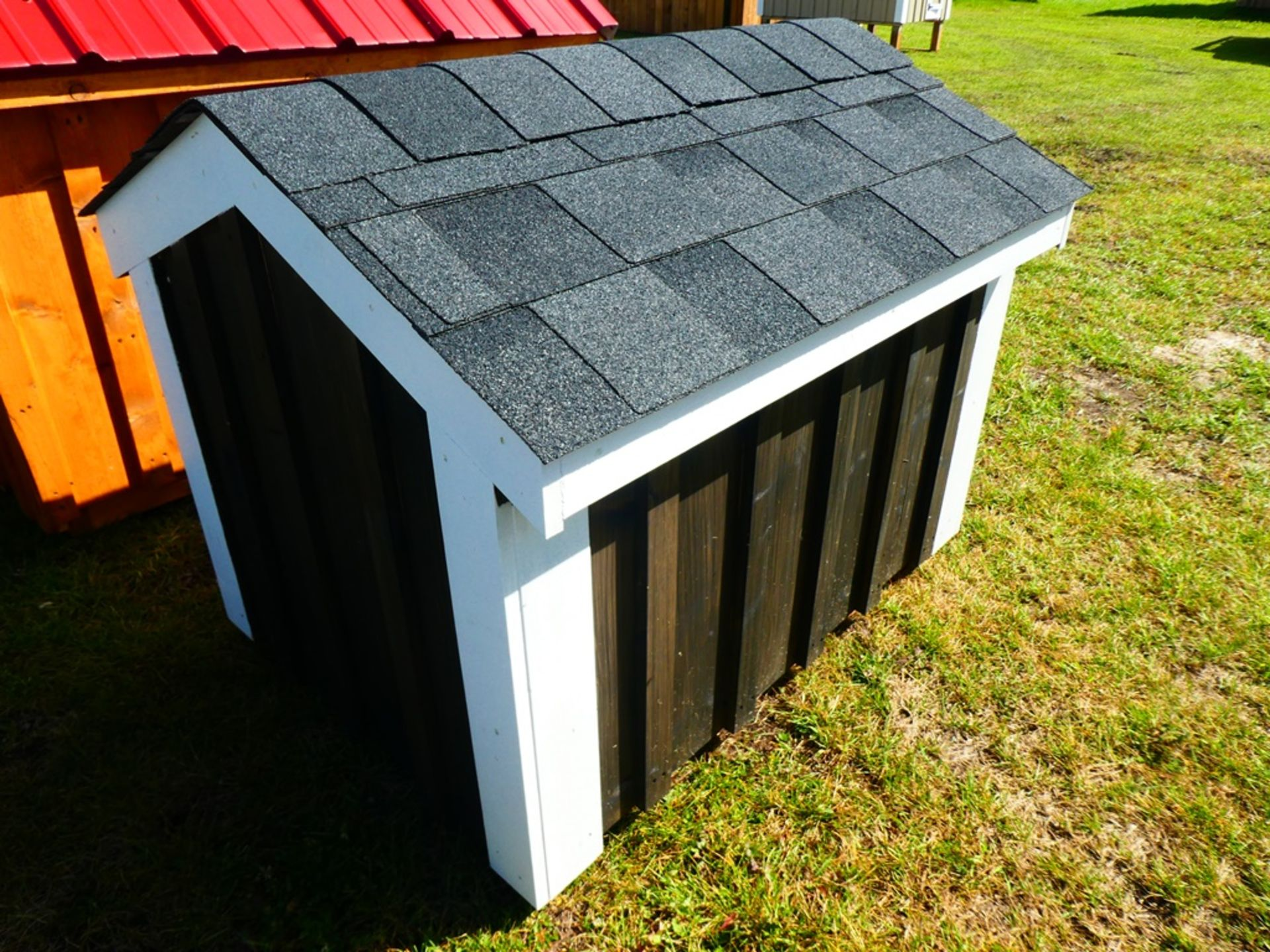 """30""""X40"""" DOG HOUSE - NOT INSULATED - Image 4 of 4"""
