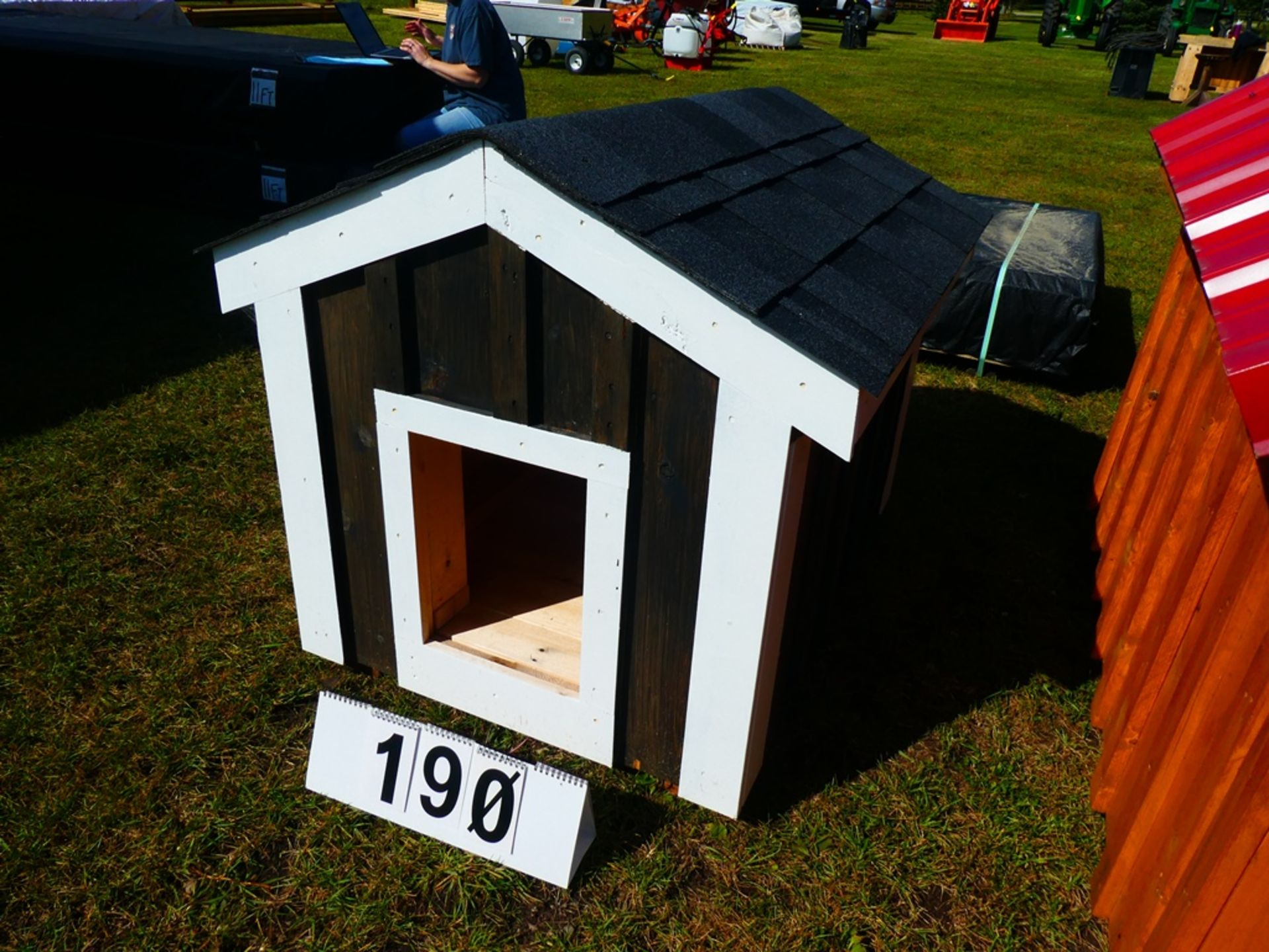 """30""""X40"""" DOG HOUSE - NOT INSULATED - Image 2 of 4"""