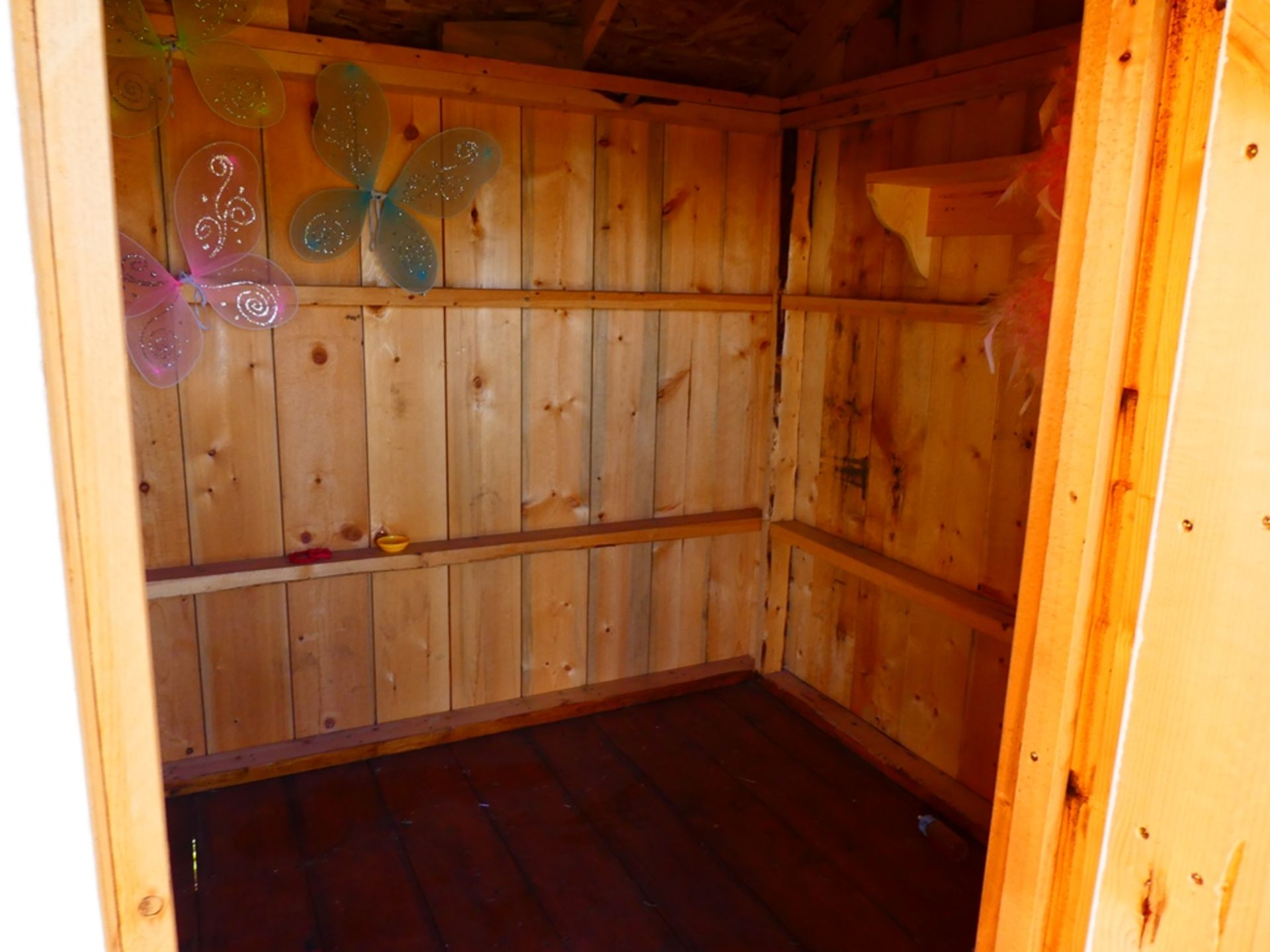 HAND CRAFTED 8'X8' PLAY HOUSE - Image 3 of 4