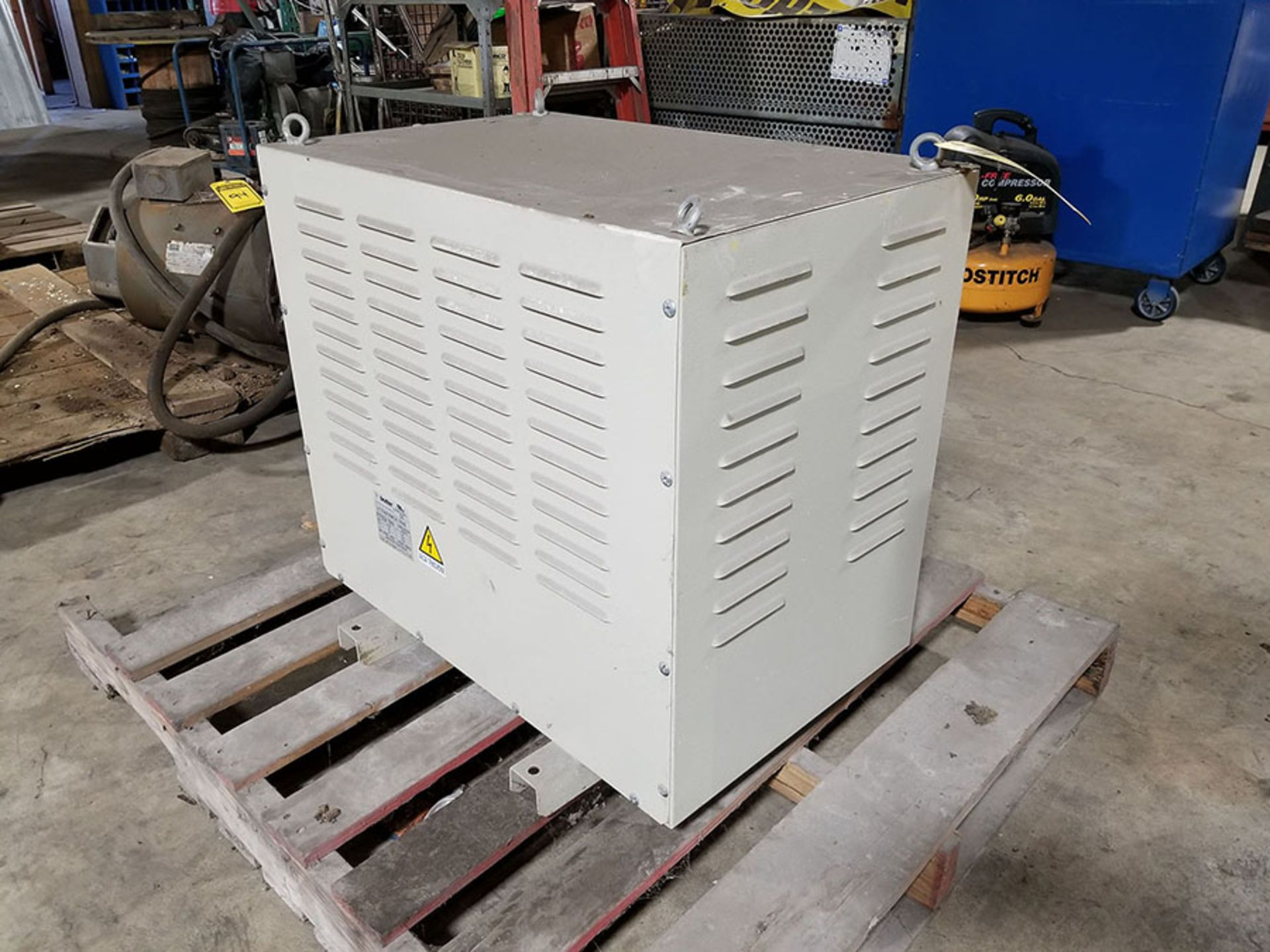 Lot 116 - BOTTER AUTO TRANSFORMER, 440 OUT, 585 IN, 60HZ