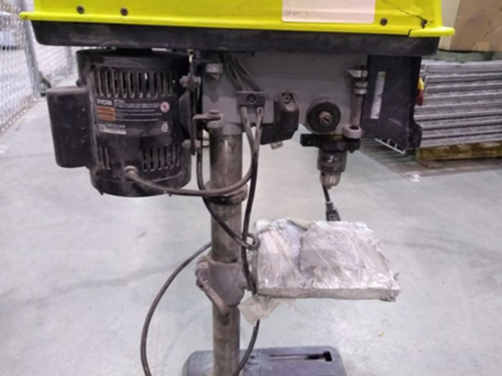 Lot 2 - Ryobi column drill (chuck and lasser alignment system included), 1/2 hp engine.