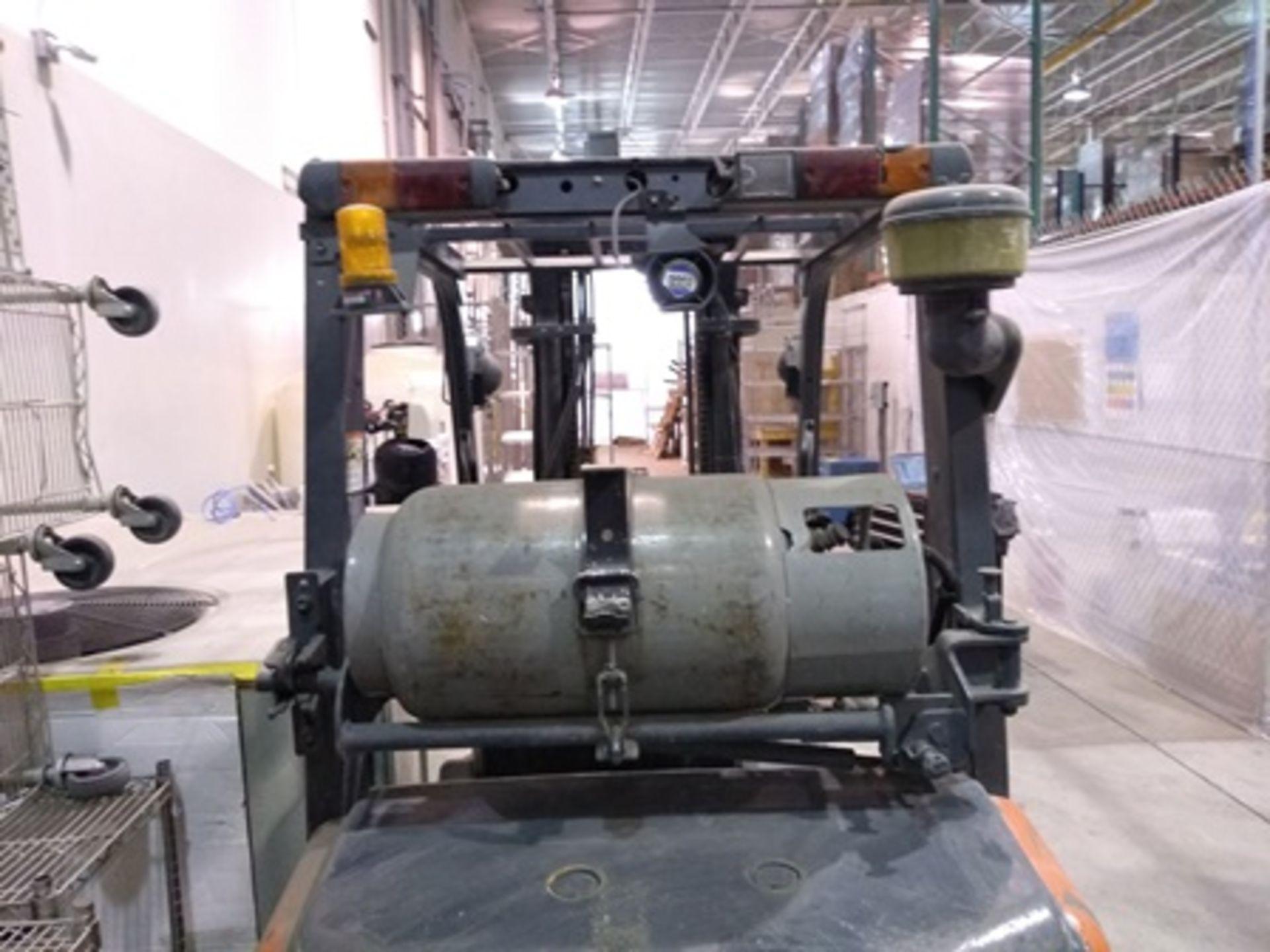 Lot 24 - 2008 Toyota 6,600 lb. Forklift, MODEL 8FGCU32, LPG engine, Max fork height 11 ft., 6,099 Hiurs