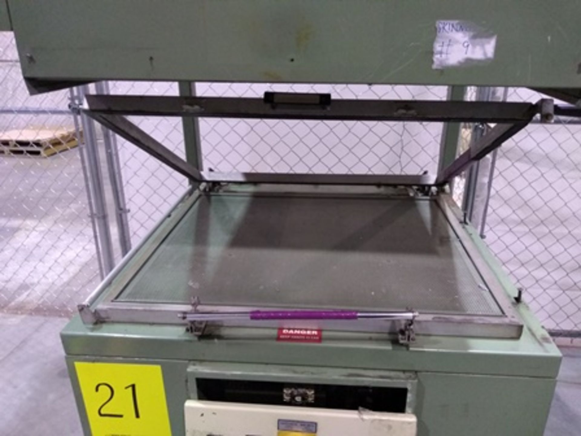 Lot 21 - Visual Thermoforming model CT3036 skin packager, S/N 39320593, 220V, 3PH, 60HZ, 27.5x35 inch…