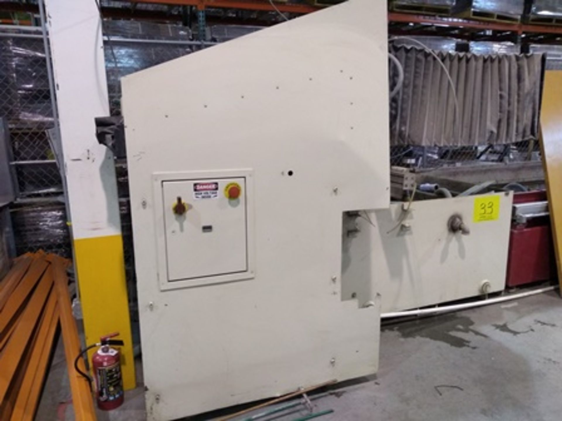 Lot 33 - Flow IFB abrasive waterjet cutting system with 2 heads , 5.5x6.8x3.2 ft tub.