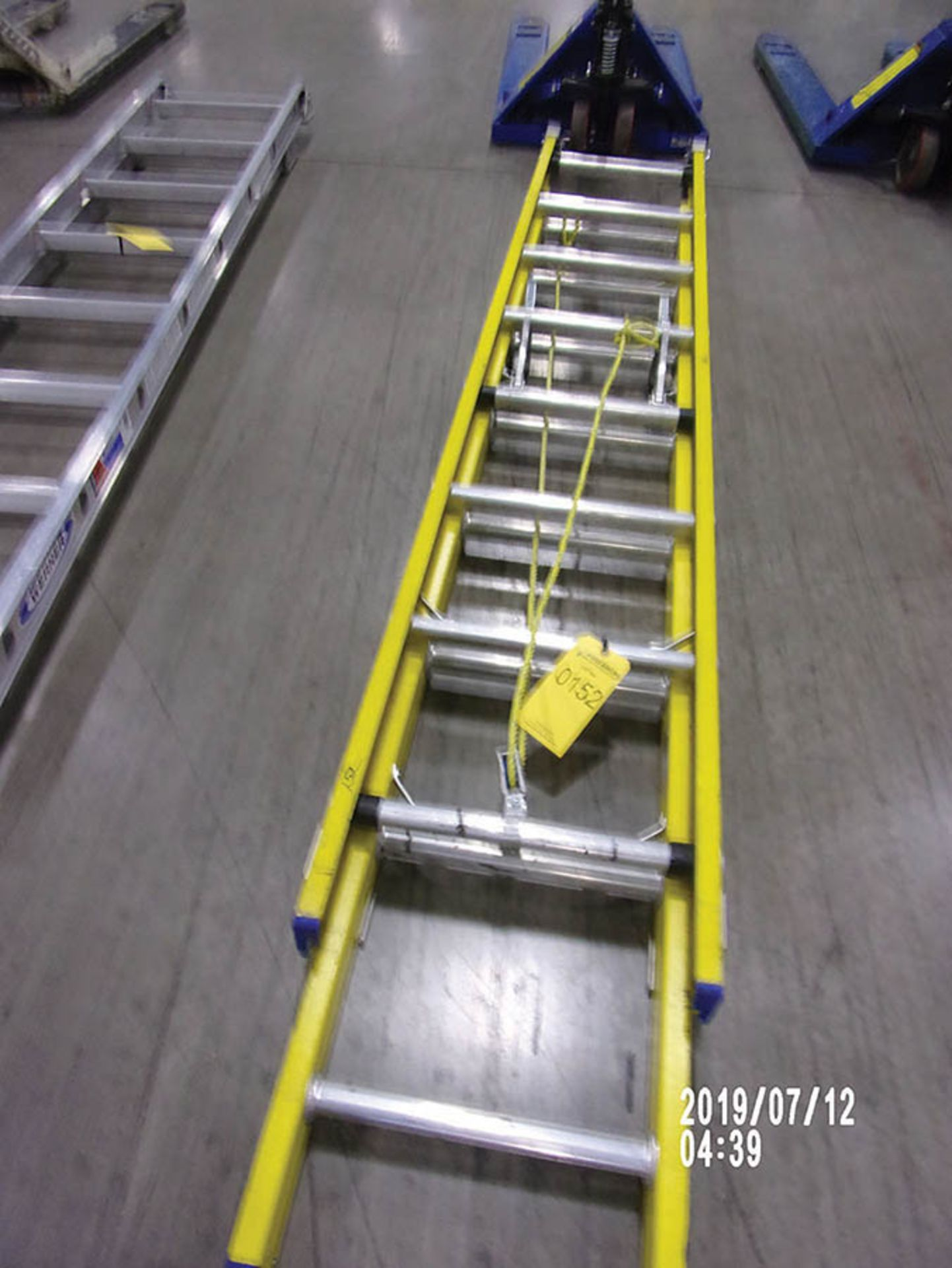 Lot 152 - CUPRUM 16' FIBERGLASS EXTENSION LADDER