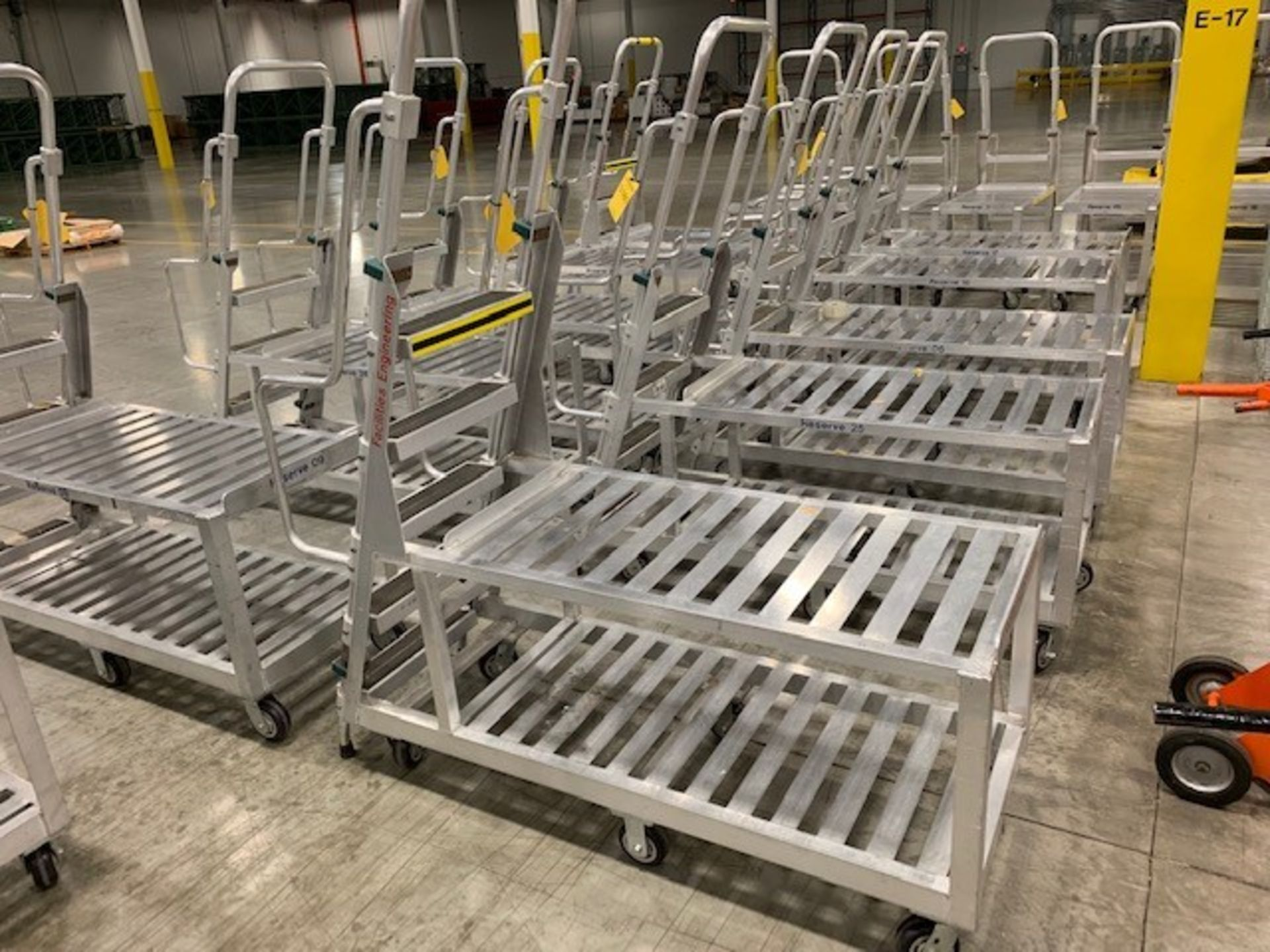 Lot 170 - ALUMINUM PICKING CART WITH LADDER