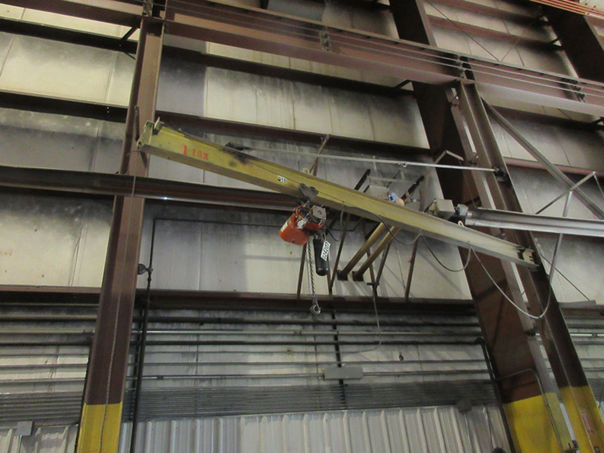 Lot 647 - 1-TON COLUMN MOUNT JIB CRANE WITH CM 1-TON HOIST