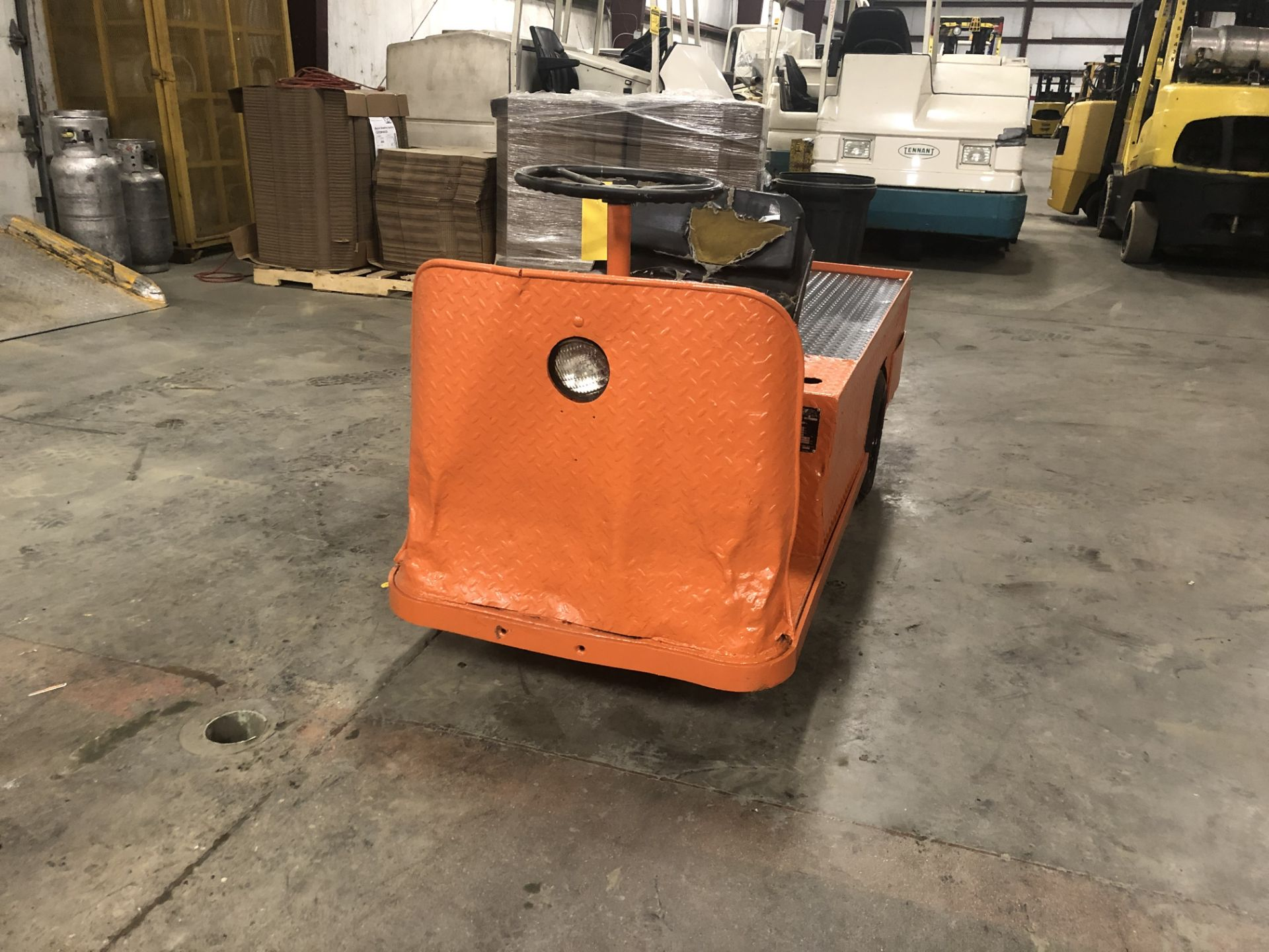 Lot 25 - 2007 TAYLOR-DUNN 3-WHEEL ELECTRIC PERSONNEL CART, ON-BOARD CHARGER, PNEUMATIC TIRES,450-LB. CAPACITY