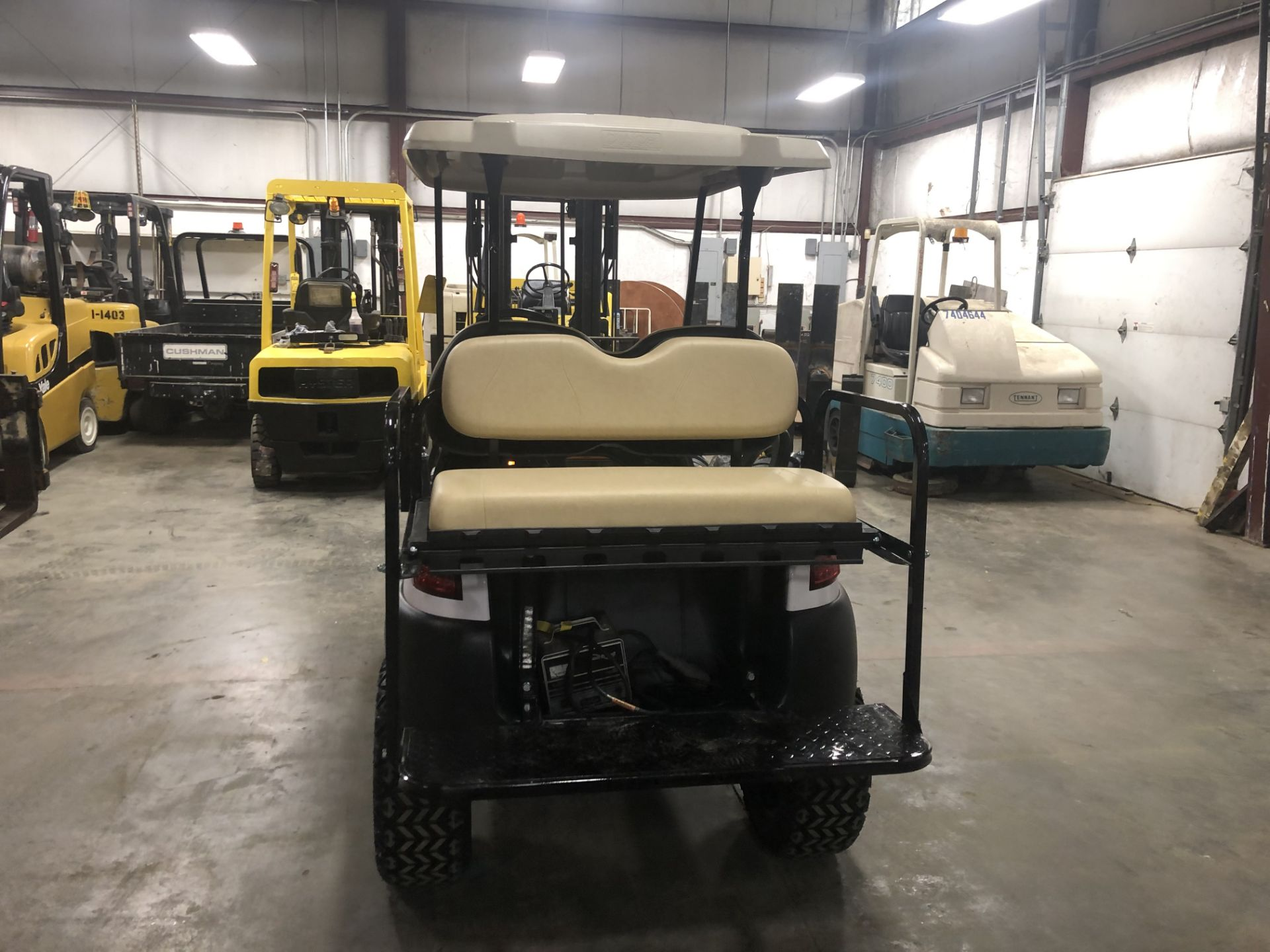 Lot 23 - 2014 CLUB CAR PRECEDENT ELECTRIC GOLF CART, WITH 48V CHARGER, 4-PASSENGER FOLD DOWN SEAT, LIFT KIT