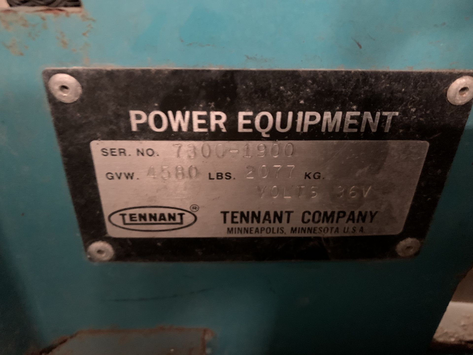 Lot 28B - TENNANT FLOOR SCRUBBER, MODEL: 7300, S/N: 7300-1900, 36 VOLTS, GVWT: 4,580, 1,297 HOURS