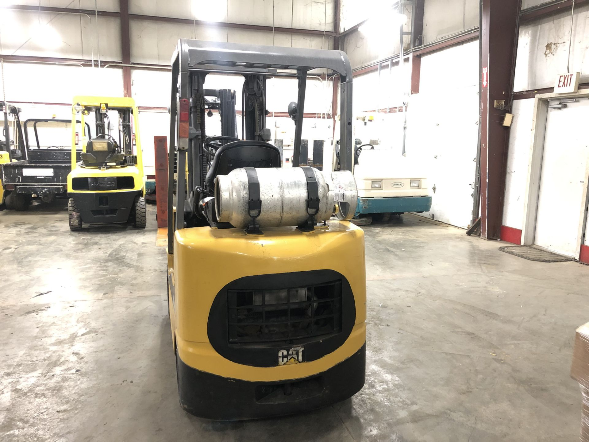 Lot 11 - CATERPILLAR 5,000-LB., MODEL: GC25K, 3,763 HOURS, LPG, LEVER SHIFT TRANSMISSION, SOLID TIRES
