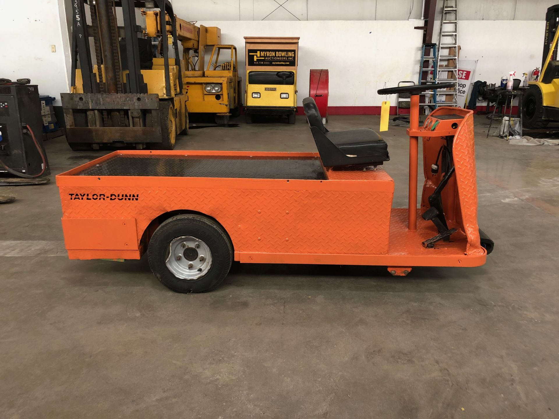 Lot 24A - 2007 TAYLOR-DUNN 3-WHEEL ELECTRIC PERSONNEL CART, MODEL: C0-014-32, WITH 24-VOLT, 450-LB. CAPACITY