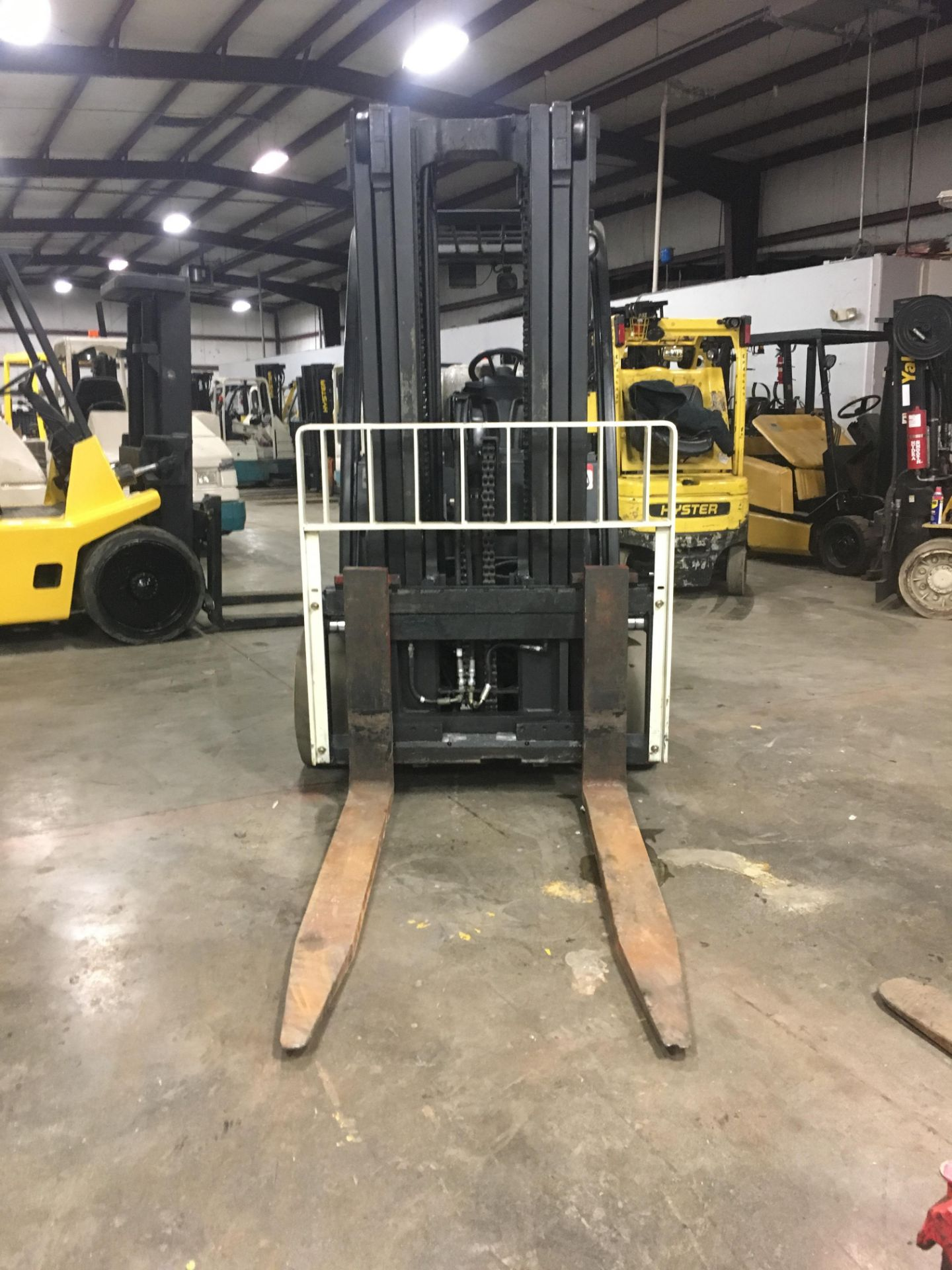 Lot 3A - 2006 YALE 12,000-LB. CAPACITY FORKLIFT, MODEL: GLC120VX, LPG, SOLID TIRES, 3-STAGE MAST, 9,483 HOURS