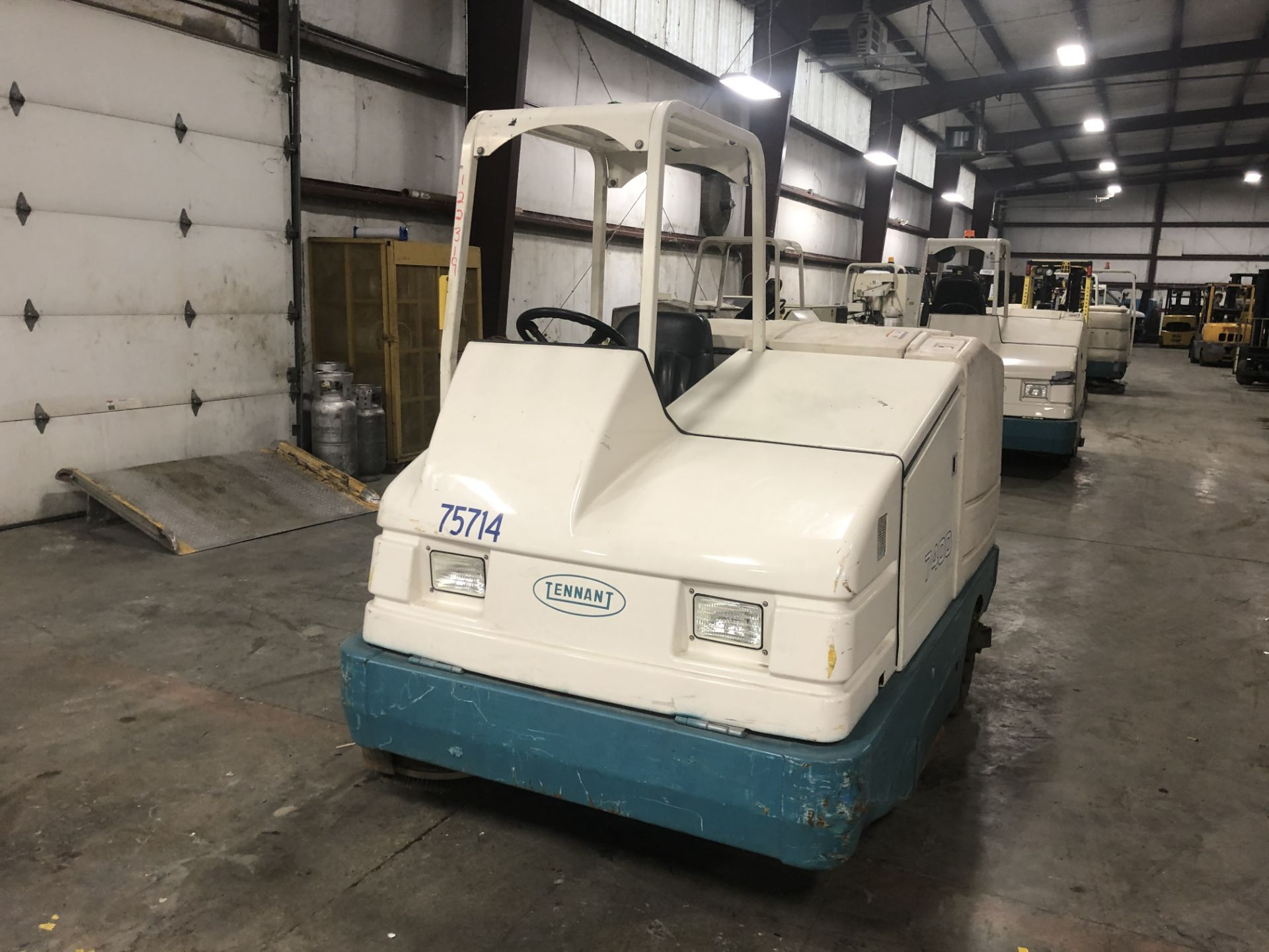 Lot 28A - Tennant floor sweeper/scrubber, model: 7400, S/N: 7400-3714, LPG, 2,129 hours