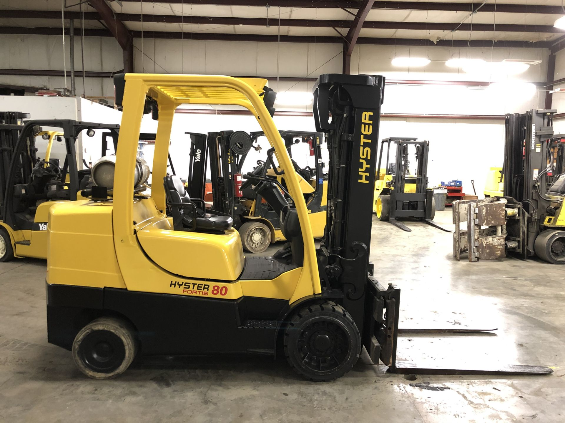 Lot 7 - 2012 HYSTER 8,000-LB., MODEL: S80FT, S/N: G004V06533K, LPG, LEVER SHIFT TRANSMISSION, SOLID TIRES,