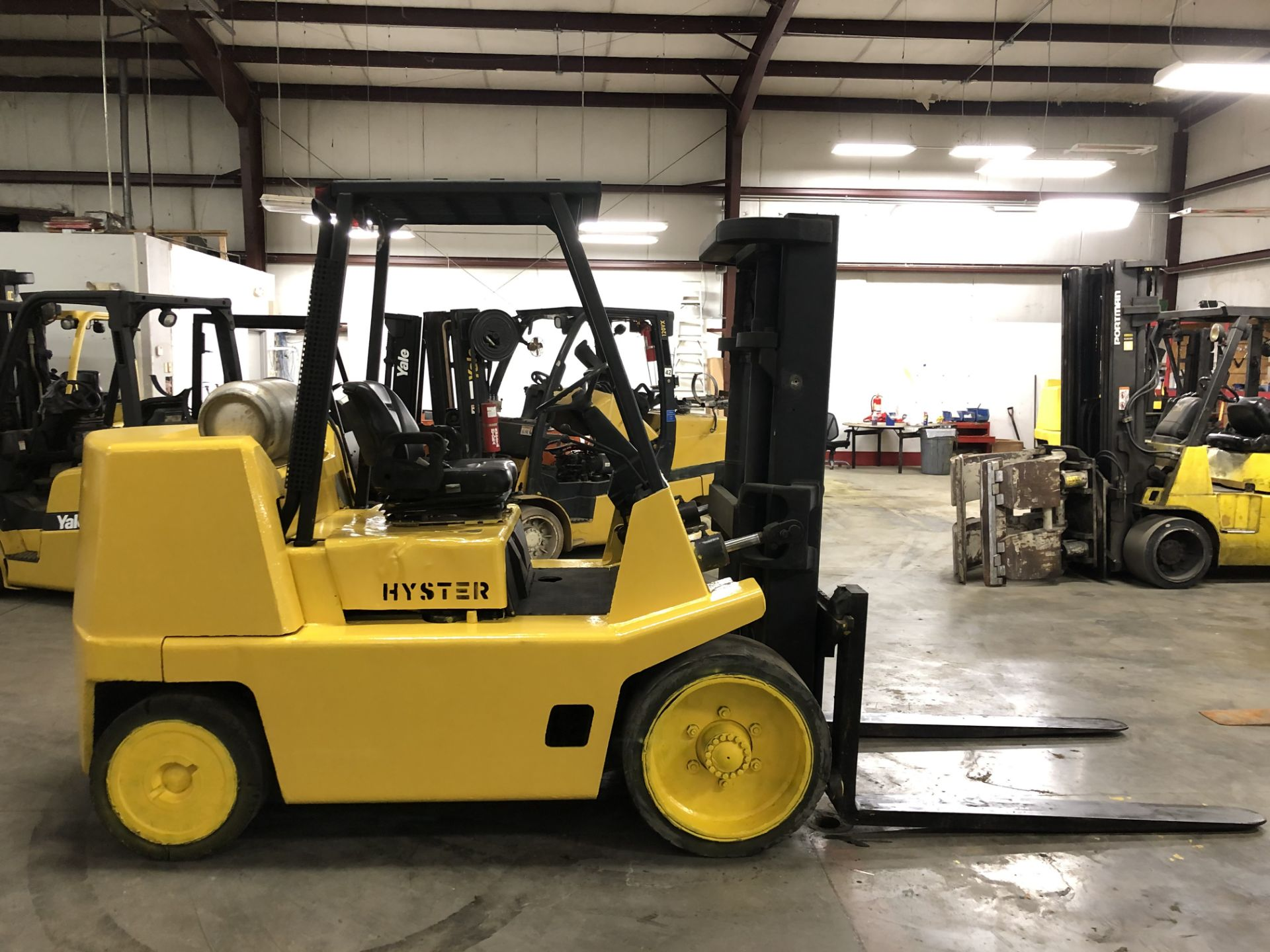 Lot 2 - 2003 HYSTER 15,500-LB. CAPACITY FORKLIFT, MODEL: S155XL, S/N: B024V02271A, LPG, SOLID TIRES, 2-SPEED