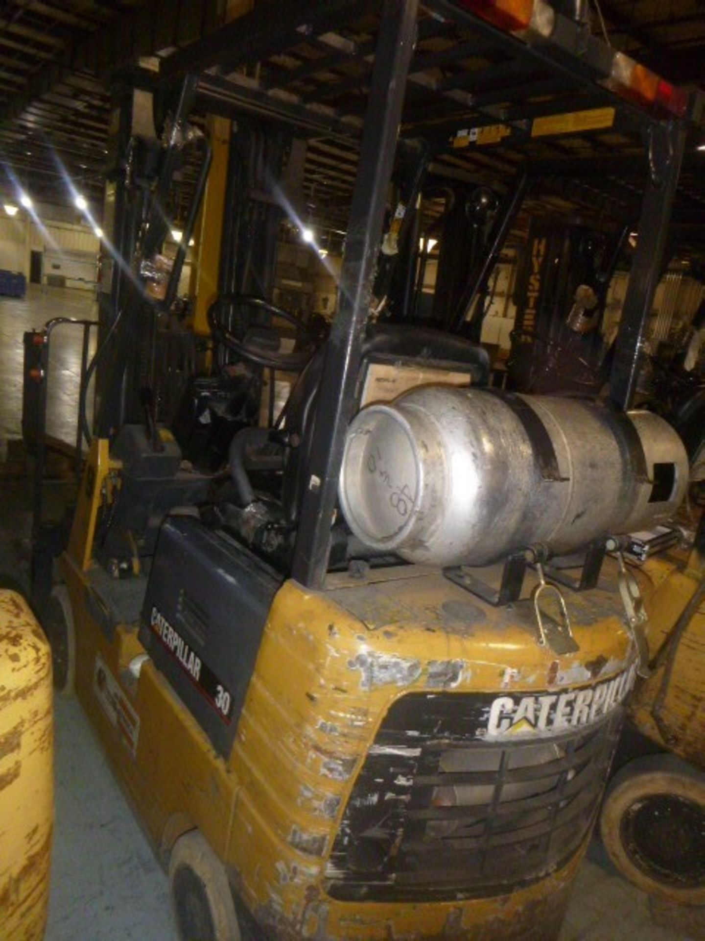 Lot 136 - (4) FORKLIFTS; HYSTER 40, CATERPILLAR 30, HYSTER 40, HYSTER 40 (NON-FUNCTIONAL UNITS * PARTS ONLY)
