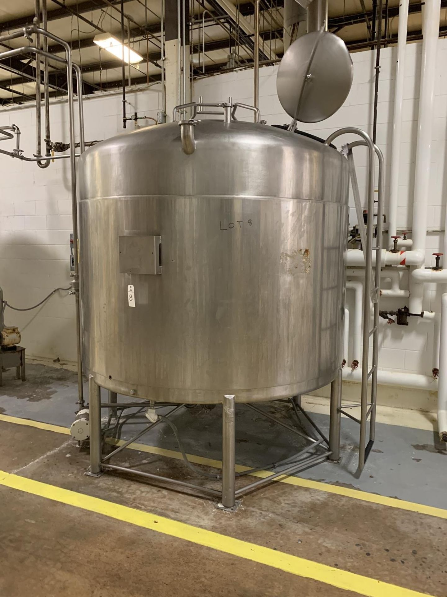 Lot 8 - 1500 Gallon Stainless Steel Mixing Tank , Full Sweep Agitation (missing agitator dr | Rig Fee: 600