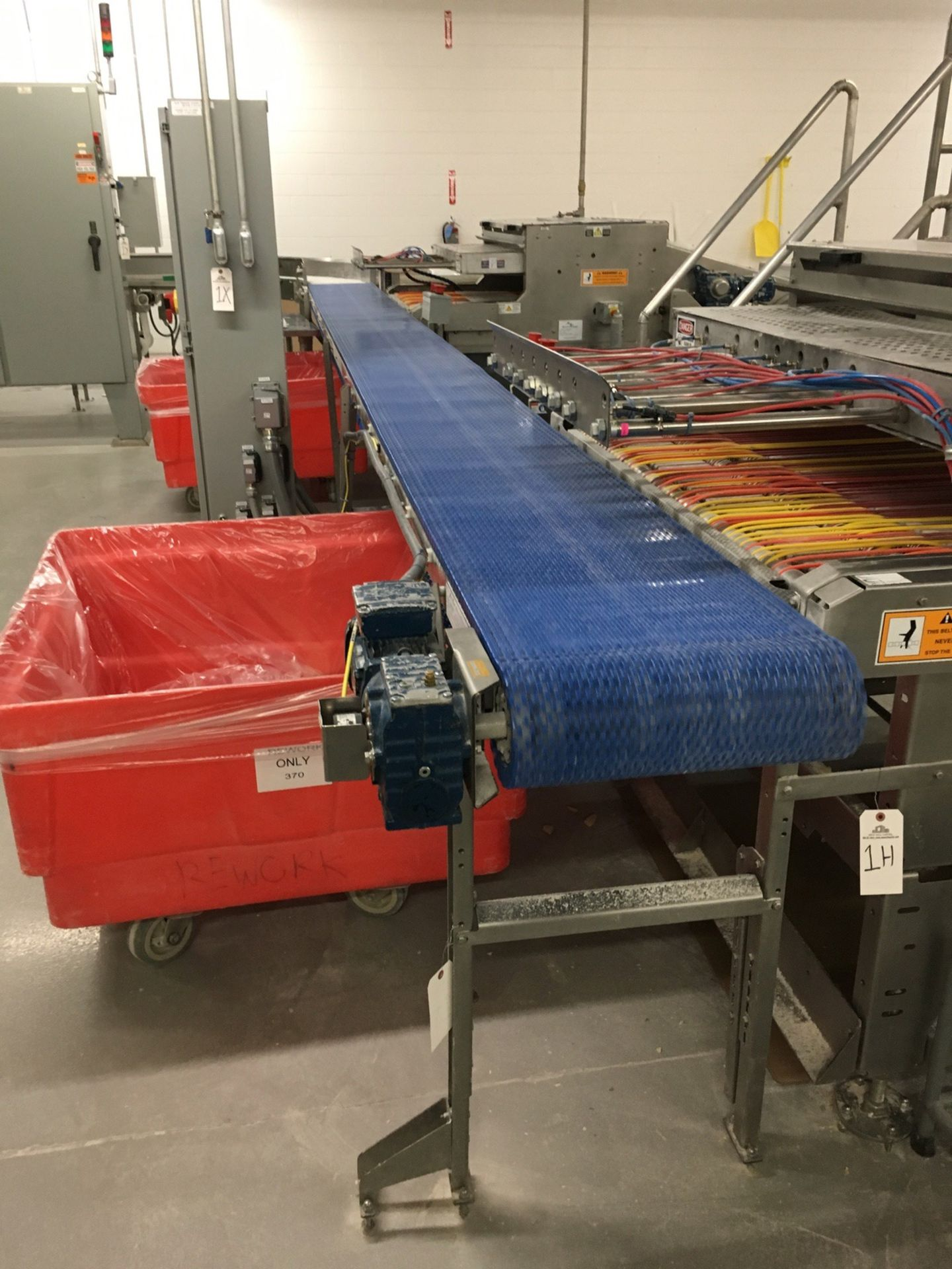 Lot 1J - 2013 Arr-Tech Product Conveyor, 18in W Belt, 23ft Long, S/N A13016 | Insp by Appt | Rig Fee: 125