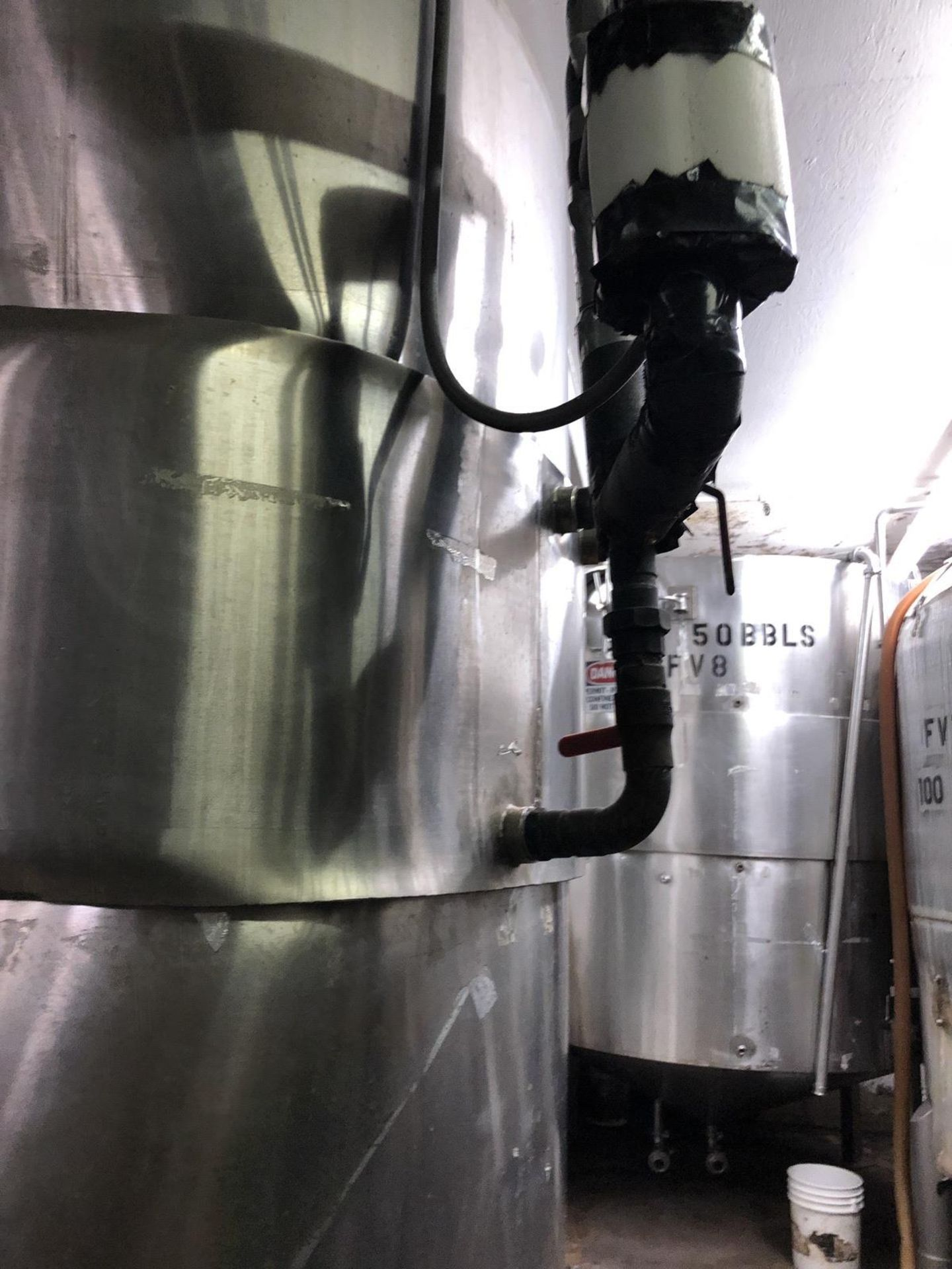 Lot 27 - 50 BBL Stainless Steel Tank, Damaged Jacket, Approx Dims: 7ft OD x 125in OAH | Rig Fee: $500