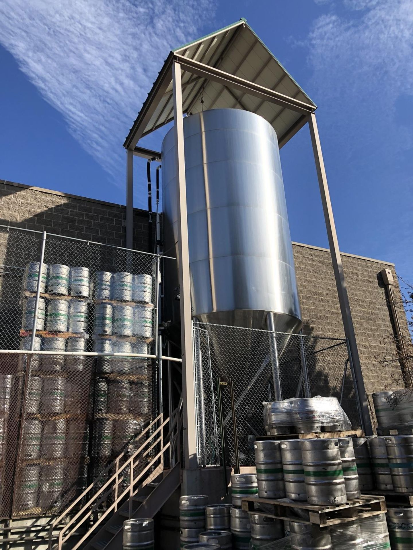 Lot 2 - JV Northwest 300 BBL Fermenter, Glycol Jacketed, Stainless Steel, Approx Dimensions | Rig Fee: $4500