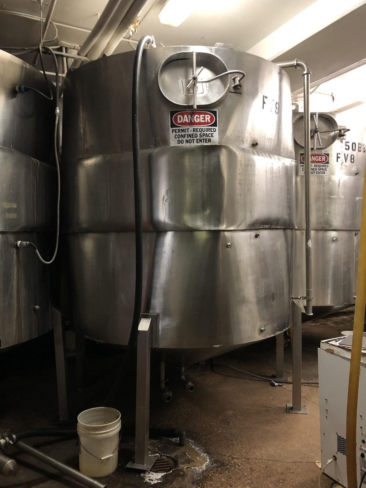 Lot 26 - 50 BBL Stainless Steel Tank, Damaged Jacket, Approx Dims: 7ft OD x 125in OAH | Rig Fee: $500
