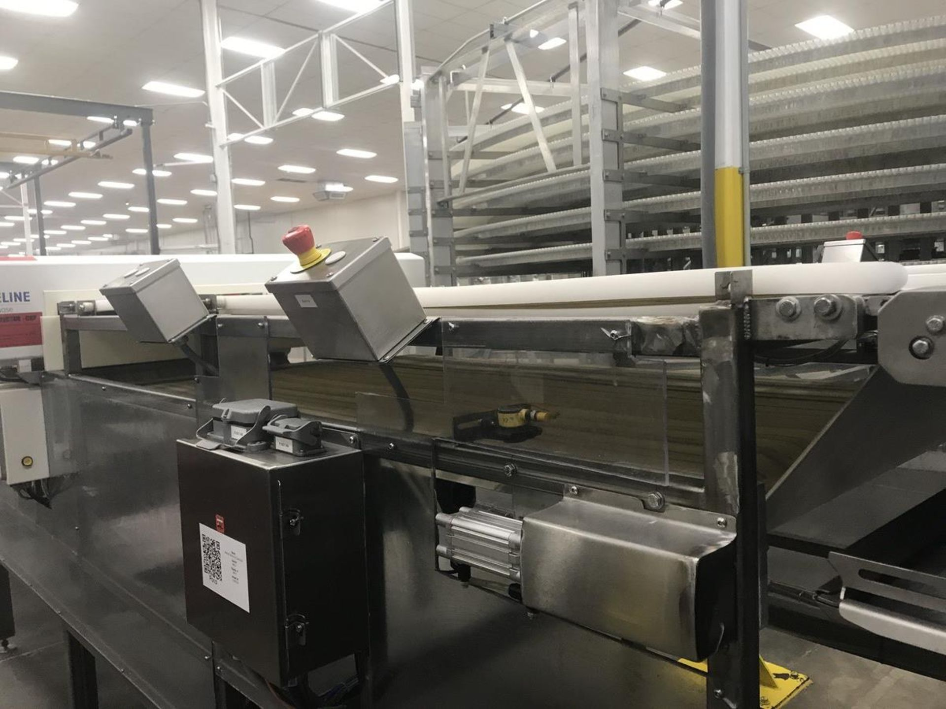 Lot 1N - 2008 Mettler Toledo Safeline PowerPhase Slab Metal Detector with Conveyor, 53in x 2in Aperture, Conv