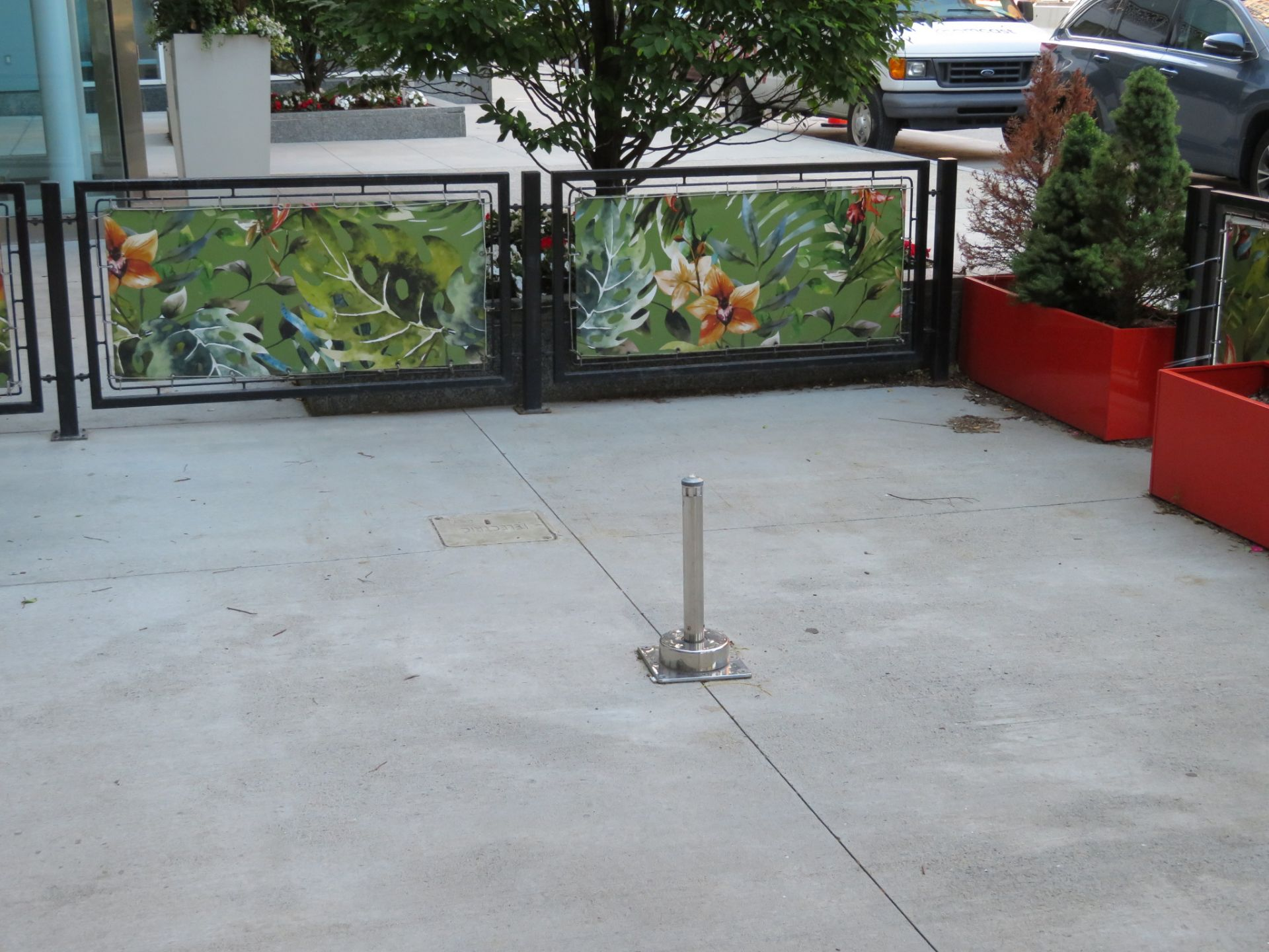 Lot 40 - (Lot) Patio Railings & Planters w/ Iron Gate