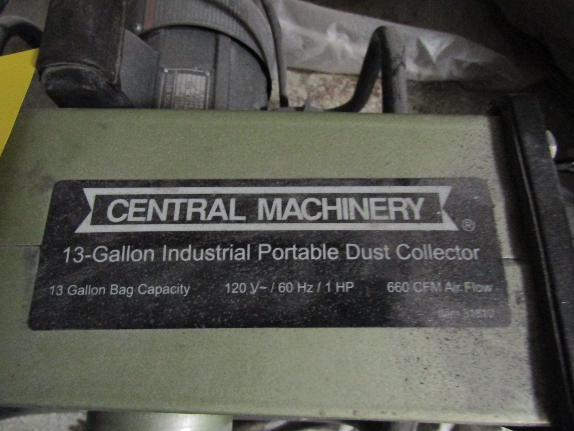 Lot 48 - CENTRAL MACHINERY 13-Gallon Industrial Portable Dust Collector