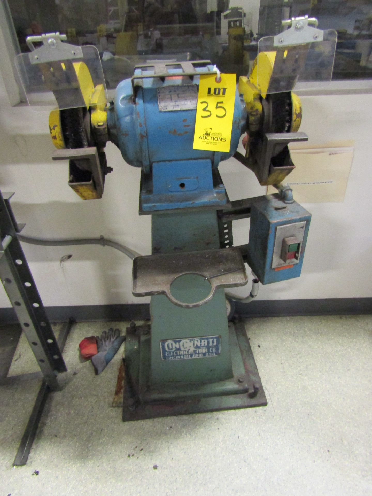 Lot 35 - CINCINNATI Pedestal Grinder, Model 104, GPOA TYPE, 1 HP, 1750 RPM, SERIAL 229938
