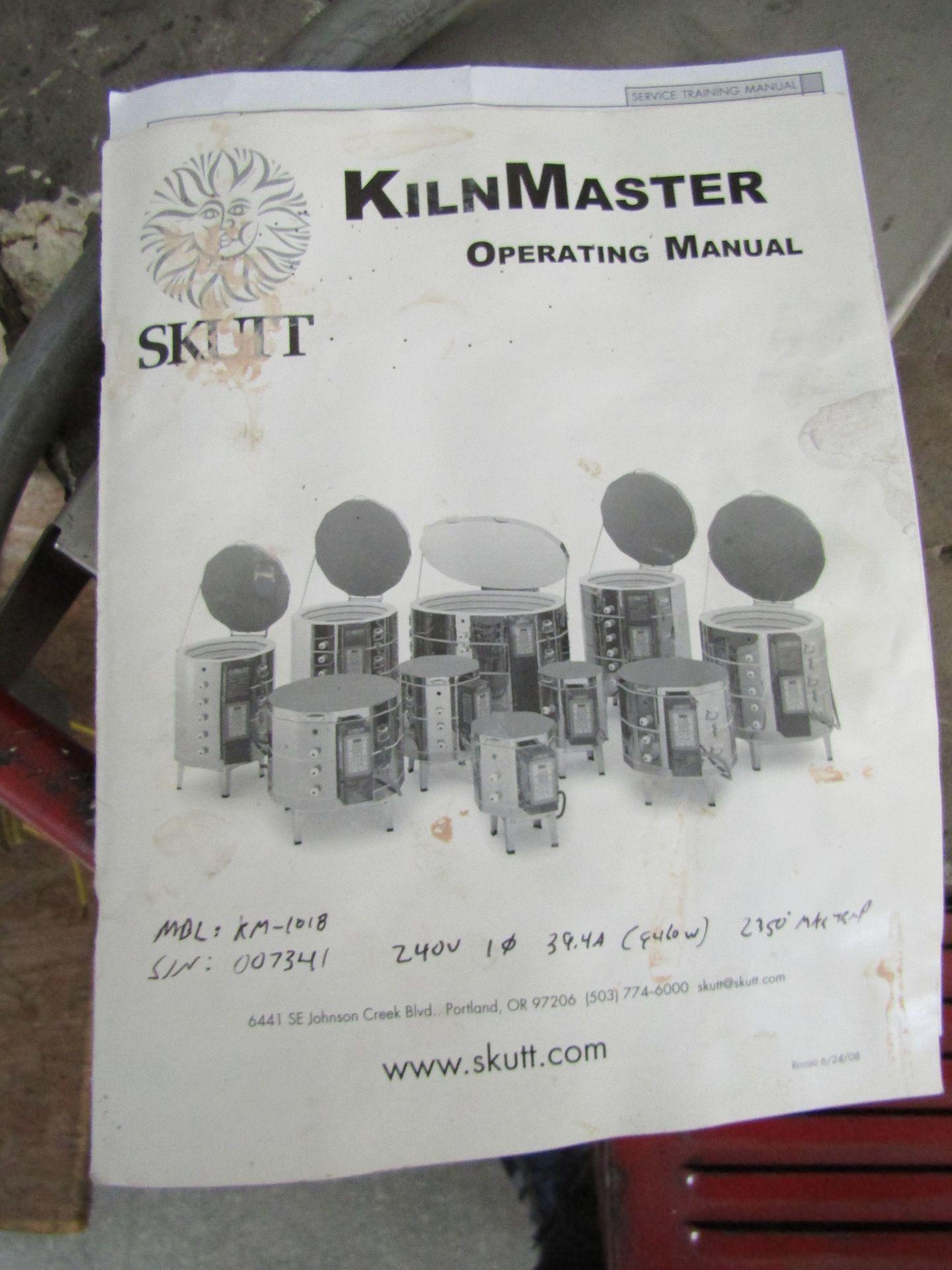 Lot 20 - SKUTT Kiln Master KM-1018 Automatic Kiln, Serial 007341, 240 V, Operating Manual