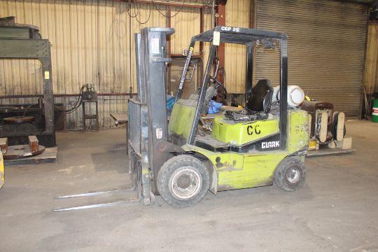 FORKLIFT CLARK 4 600 LB CAP MDL CGP25 LPG Pwrd 4 600