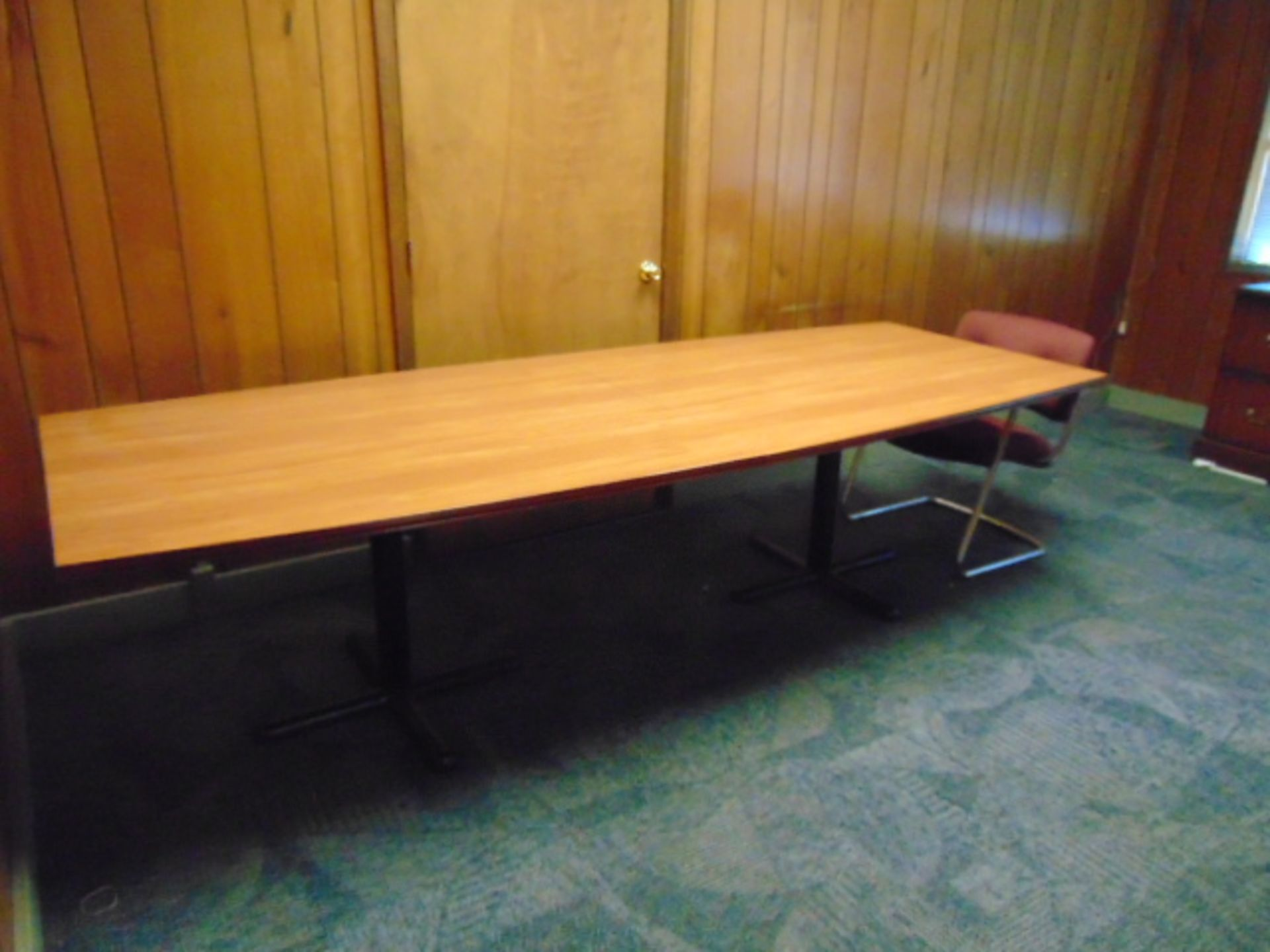 Lot 649 - LOT CONSISTING OF: desk, credenza, table & cabinet