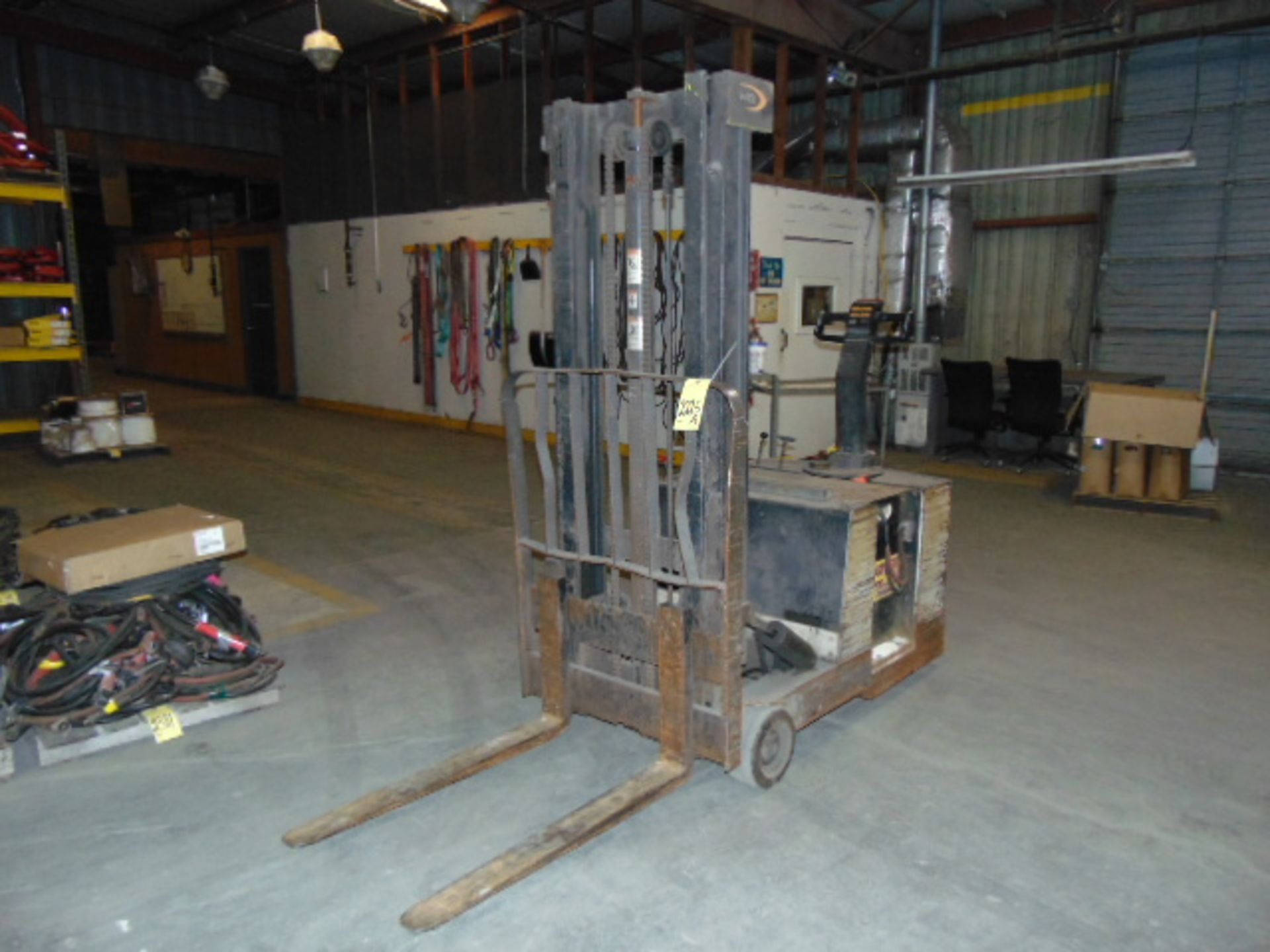 """Lot 2225A - ELECTRIC FORKLIFT, CROWN 2,600 LB. CAP. WB SERIES WALK BEHIND, 130"""" max lift, 36 v., w/charger, S/"""