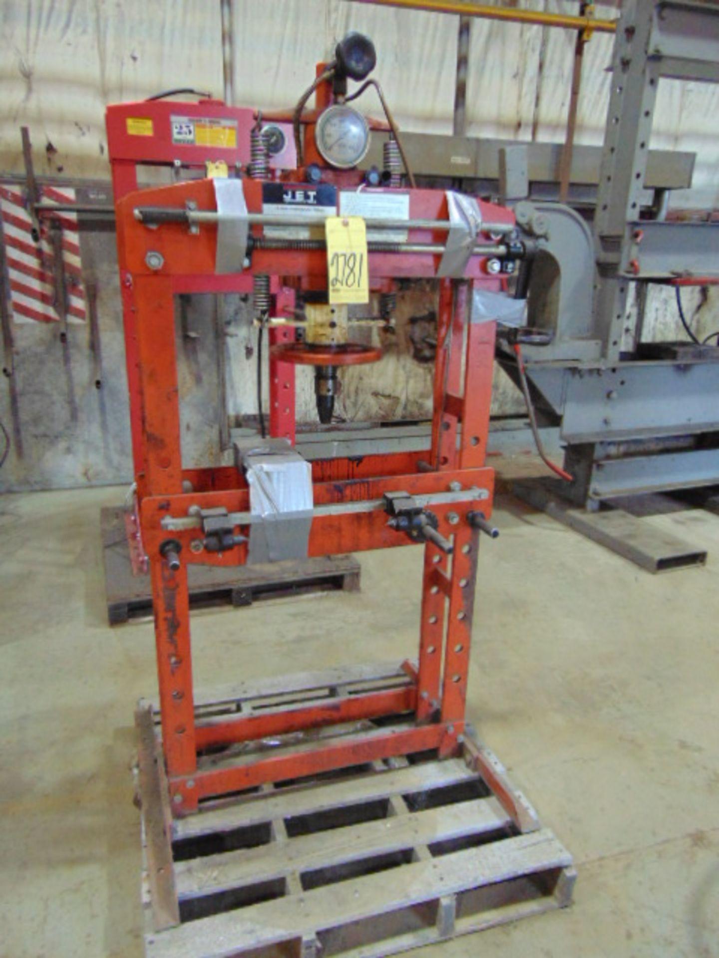 Lot 2781 - SHOP PRESS, JET 15 T. CAP. MDL. HP15A, hand pump hyd. unit, adj. ht. bed, assorted accessories