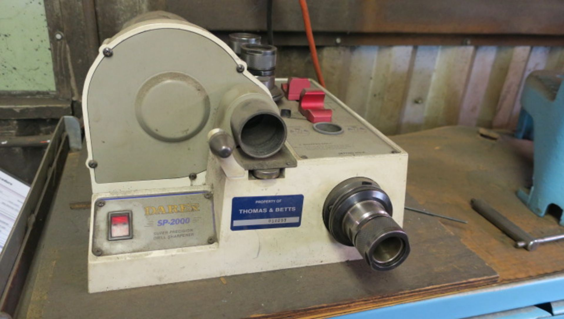 Lot 15 - LOT CONSISTING OF: assorted grinding accessories, drill grinder & punch grinder, including precision