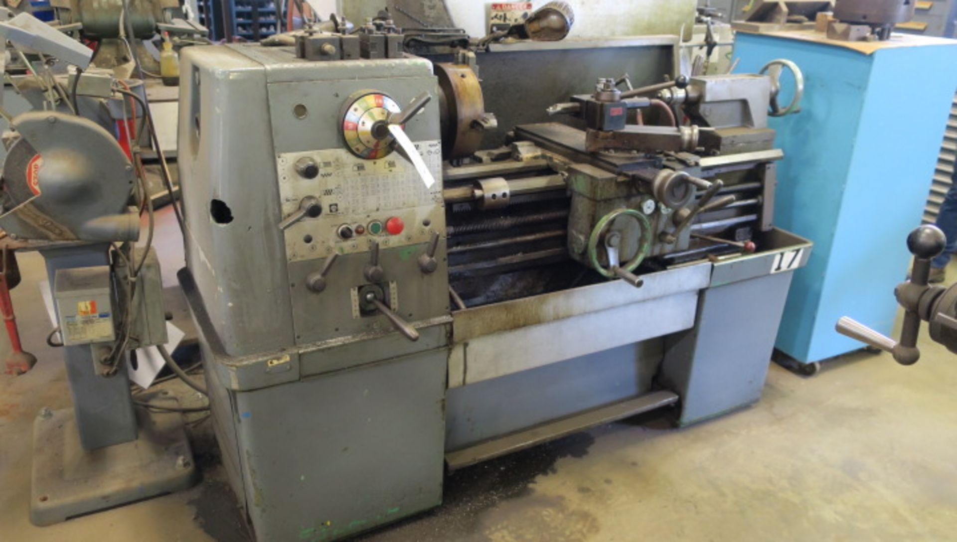 "Lot 10 - ENGINE LATHE, CLAUSING COLCHESTER 13"" X 30"", 2-1/4"" spdl. hole, spds: 25-2000 RPM, inch/metric"
