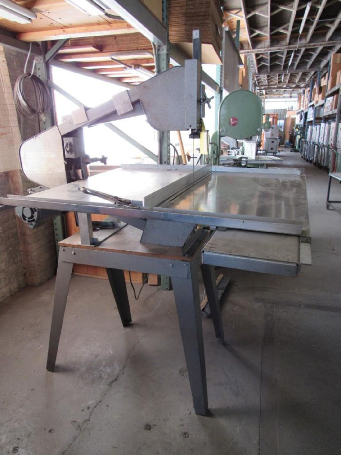 Lot 88 - Dupli-Carver 24 in. Vertical Foam Rubber Band Saw, 9 in. Cut, Sliding Table
